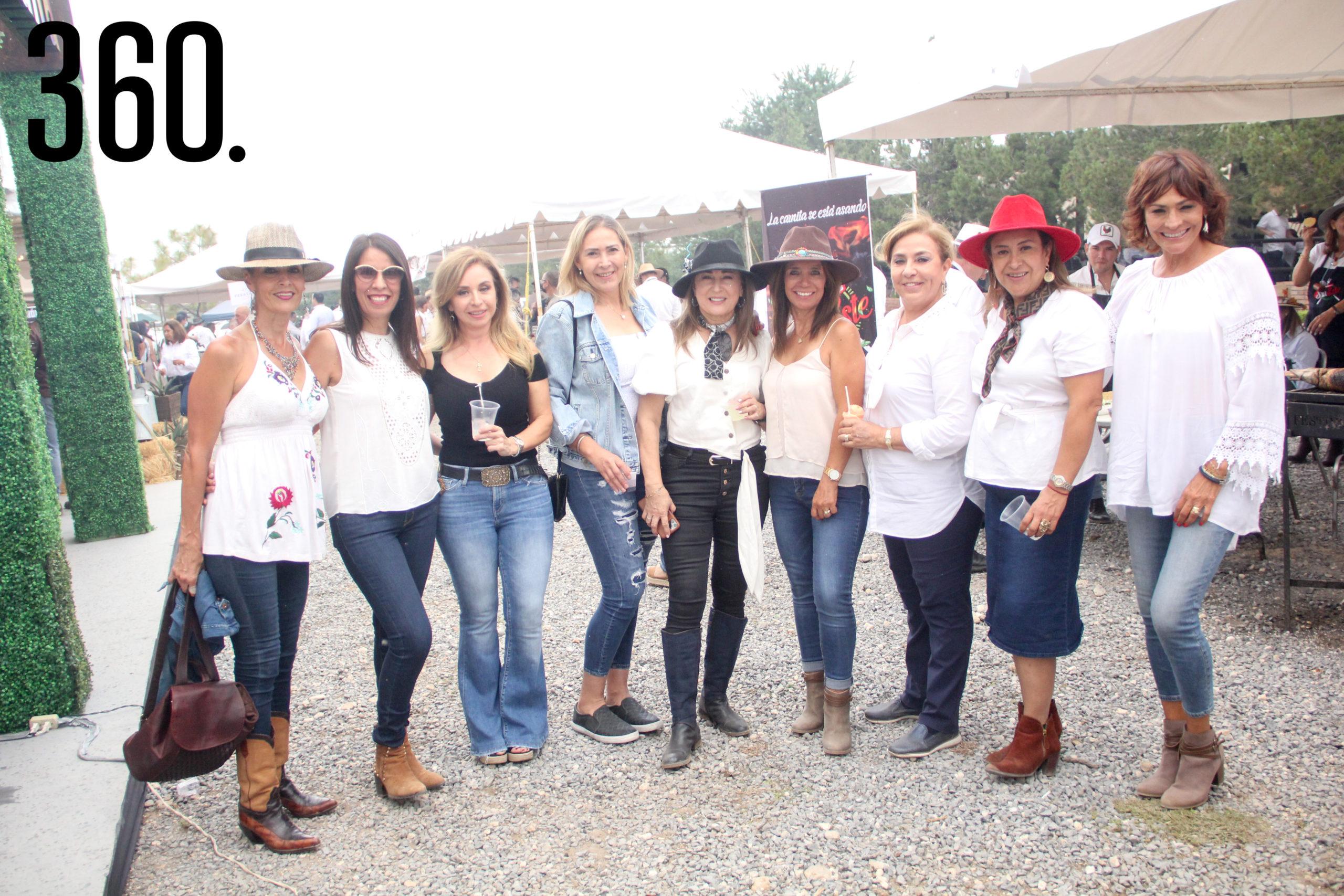 Lorena Lacarra, Emma Salazar, Betty Valdés, Catalina Uribe, Cecilia Martínez, Paty Stengel, Imelda González, Luna Sánchez y Olivia Flores.