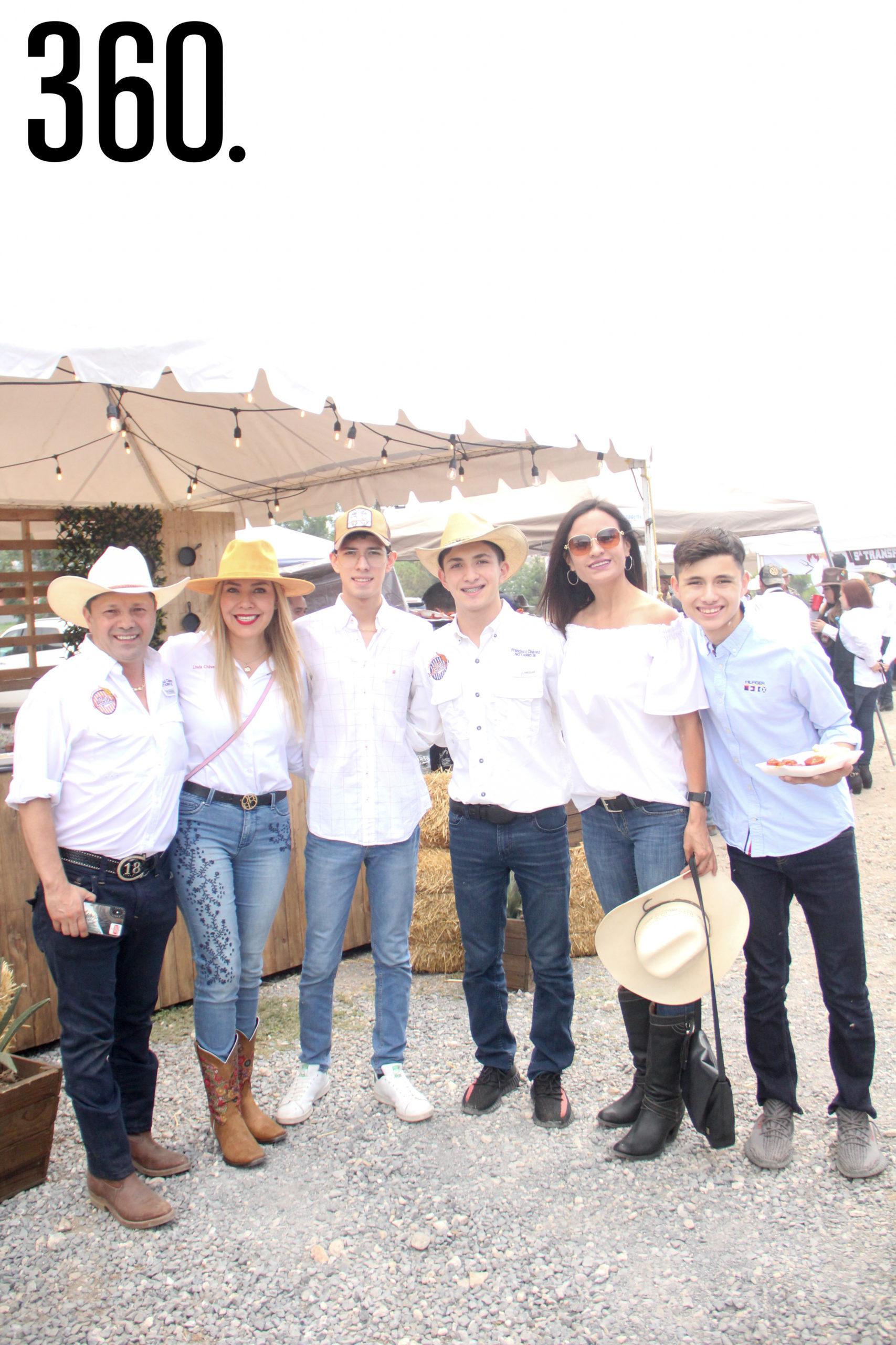 Paco Chávez, Linda Chávez, Paco Chávez, Chuy Chávez, Anilú Zertuche y José Chávez.