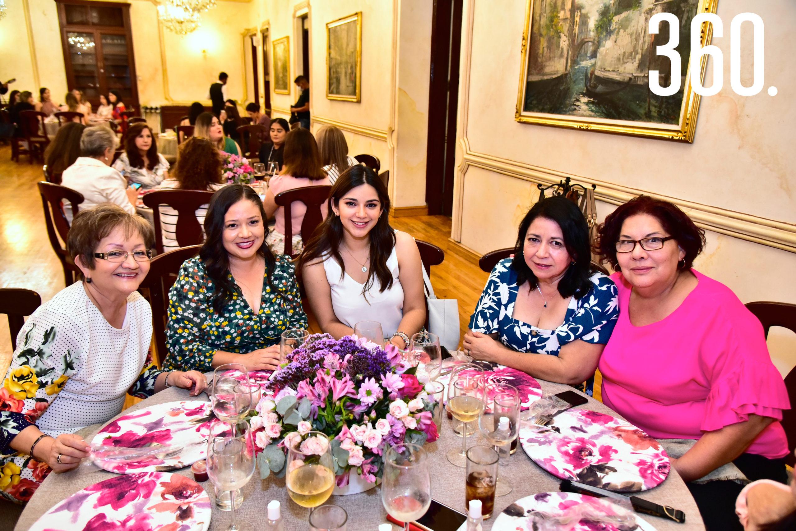 Betty Martínez, Celina Ramírez, Ana Elisa Pérez, Virginia Martínez y Thelma Garza.