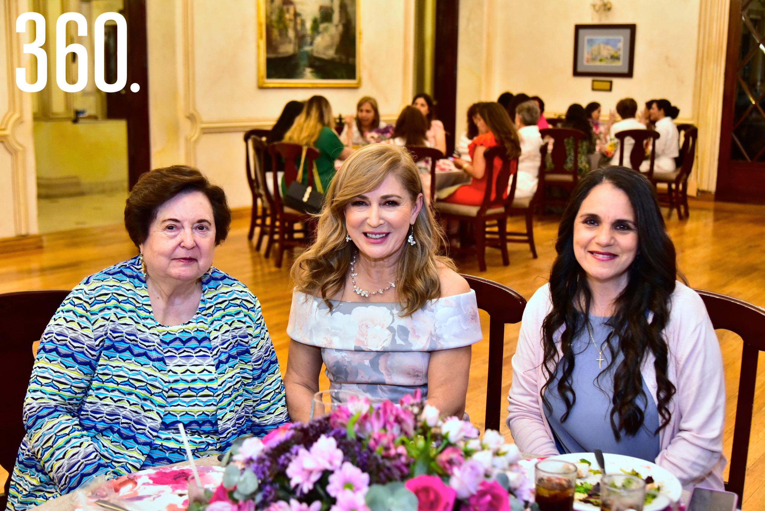 Elvia Pedraza de Fuentes, Cecilia Martínez Y Claudia González.