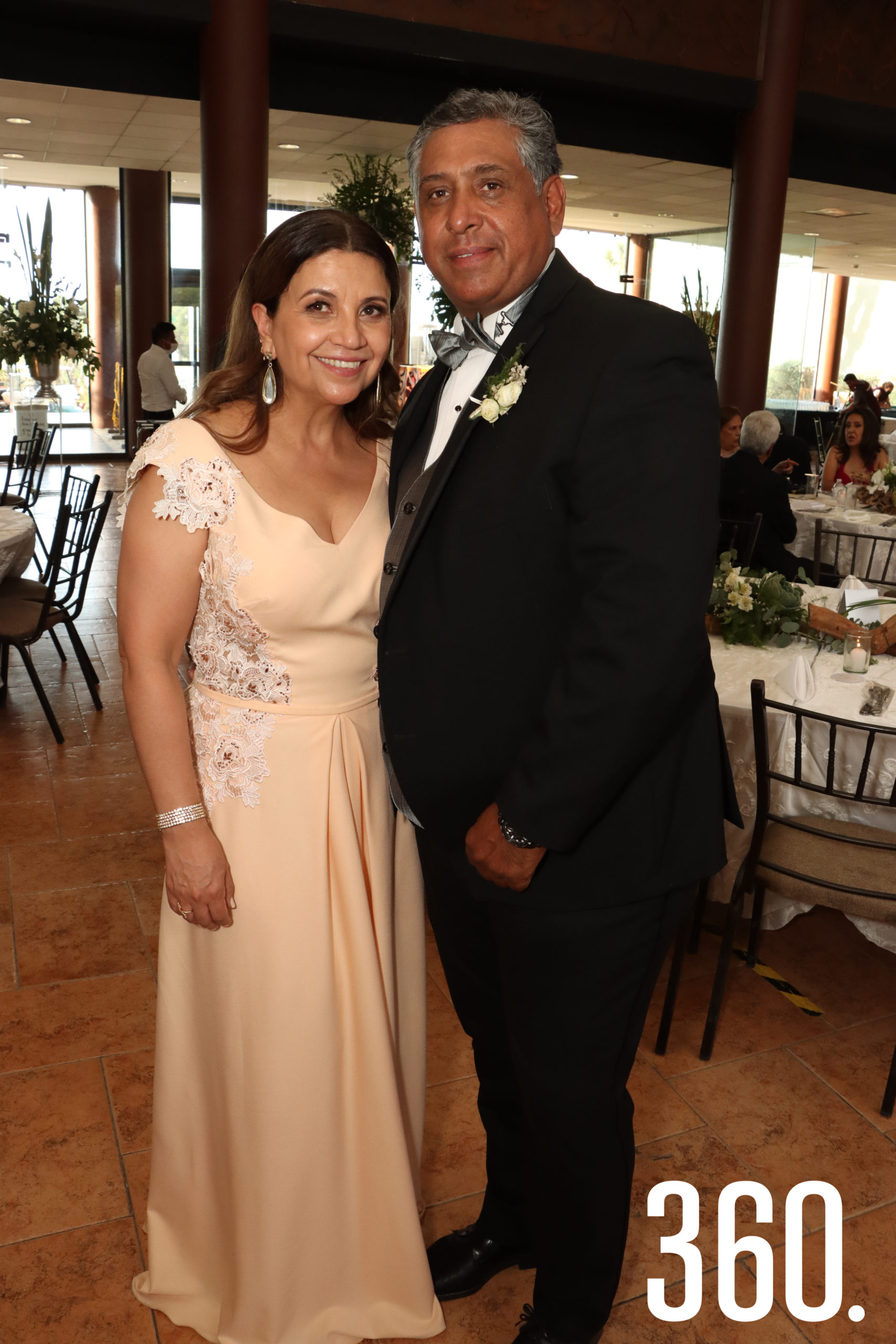 Patricia Fernández Monsiváis y Ubaldo Tovar Maldonado y Patricia Fernández Monsiváis, padres de la novia.