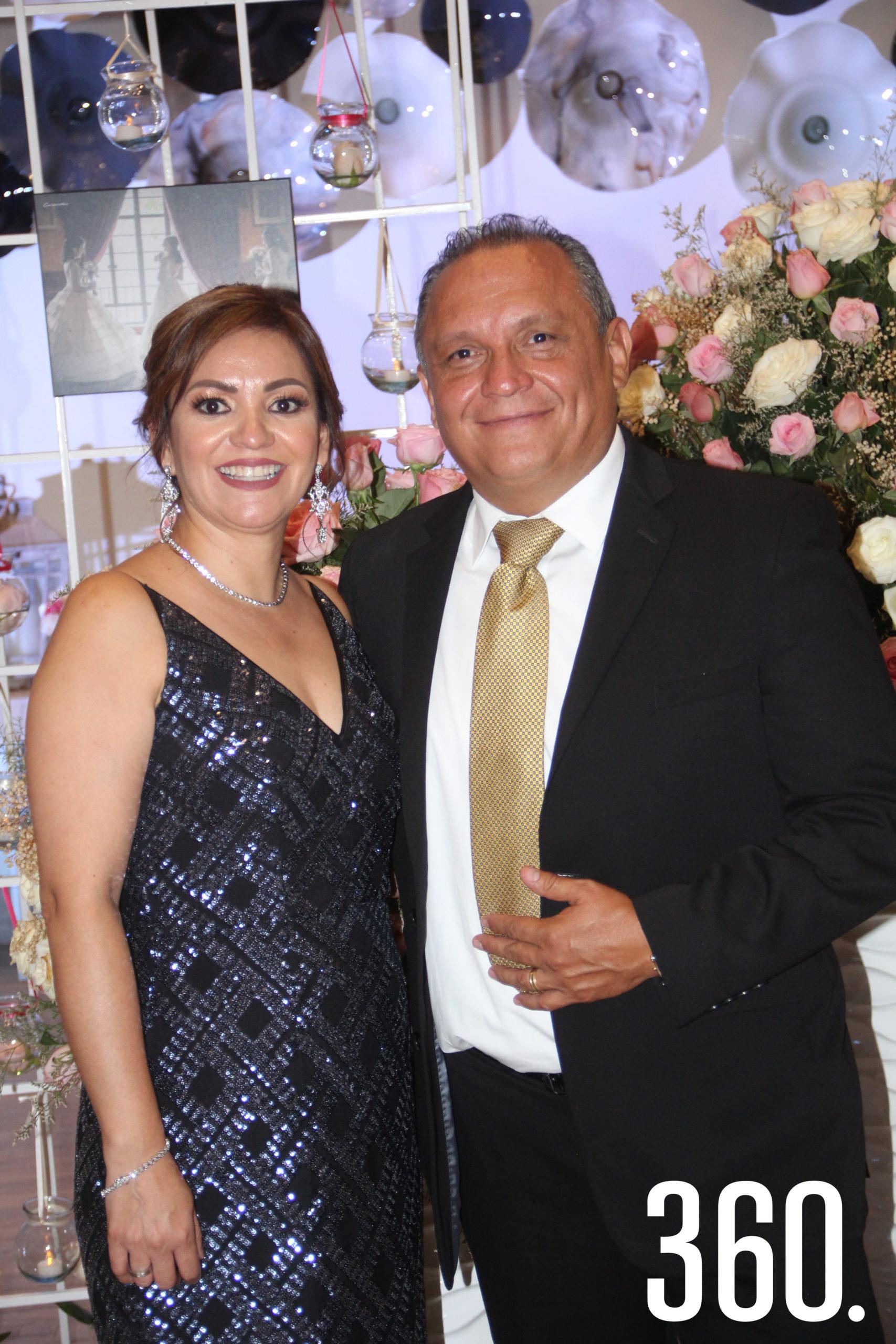 Elsa Aguilar y Julio Carranza, padres de Julia.
