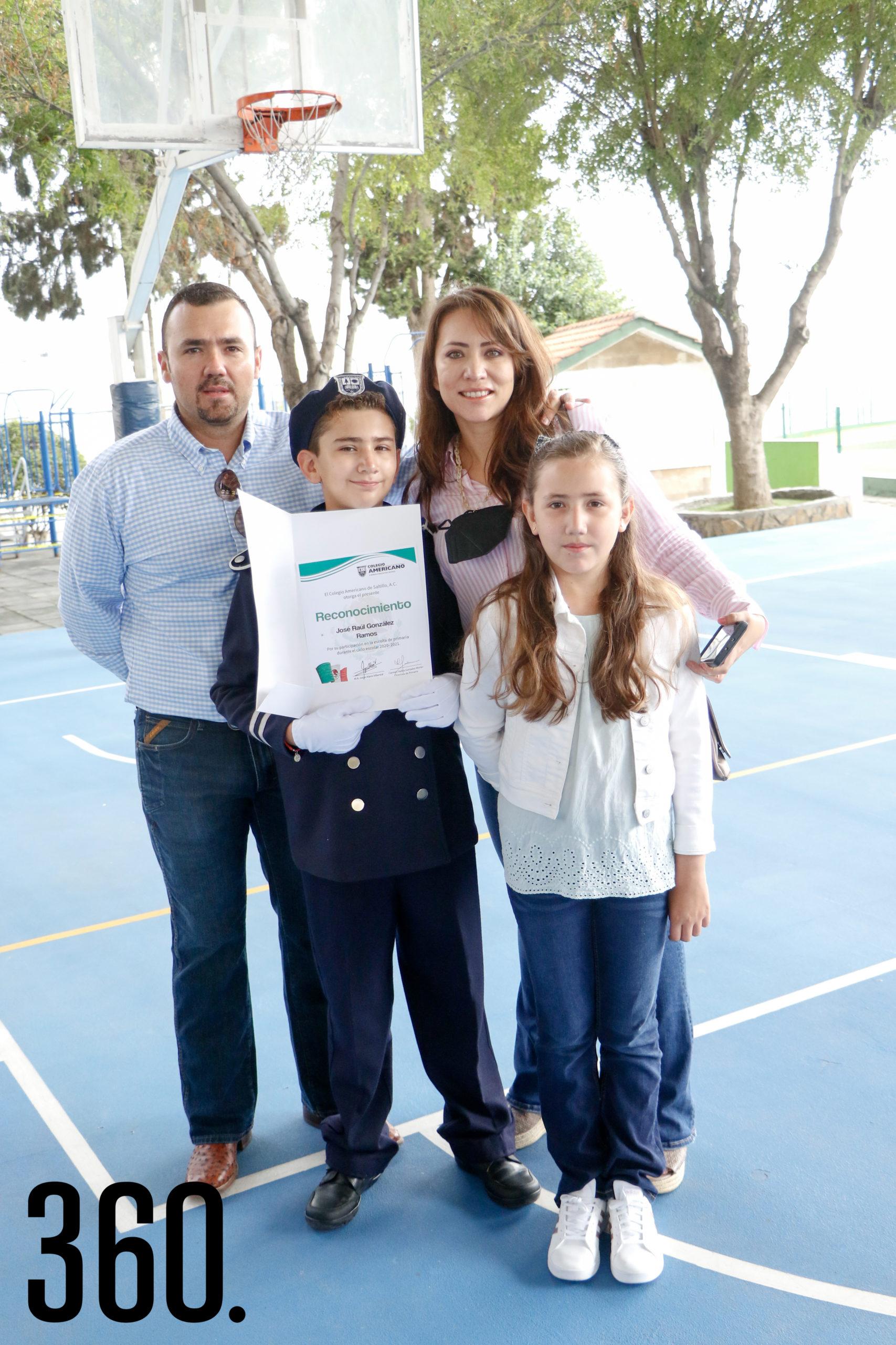 Raúl González, José Raúl González, Ingrid Ramos y Jaqui González.