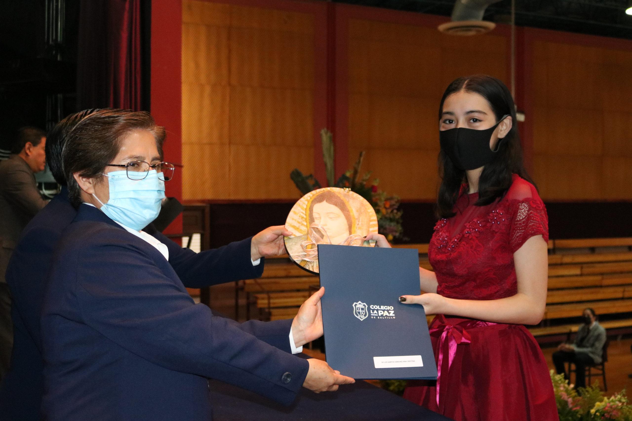 Los alumnos reciben sus certificados