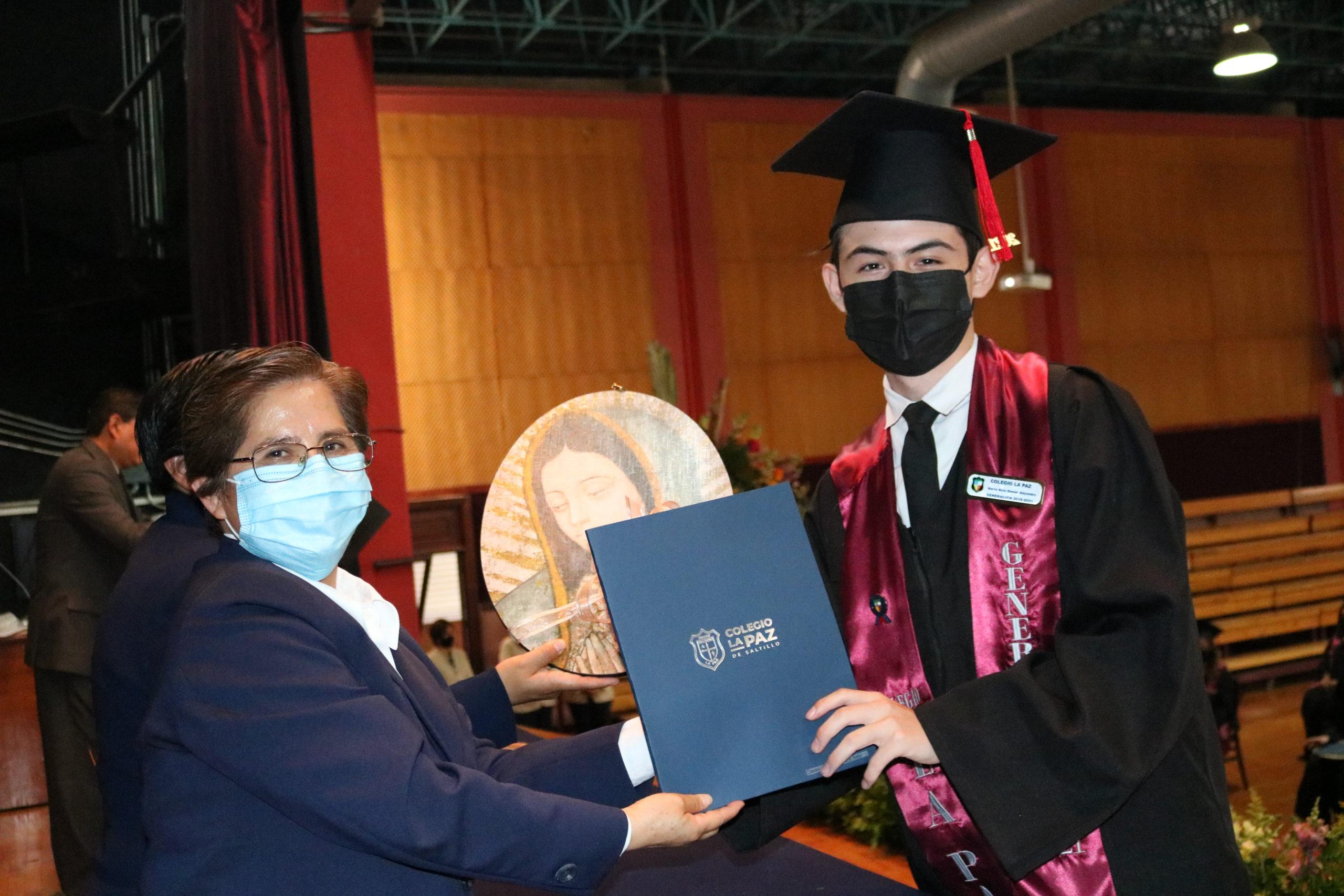 Alumnos sobresalientes recibieron el reconocimiento Most Improve Award por sus habilidades en el idioma Inglés.