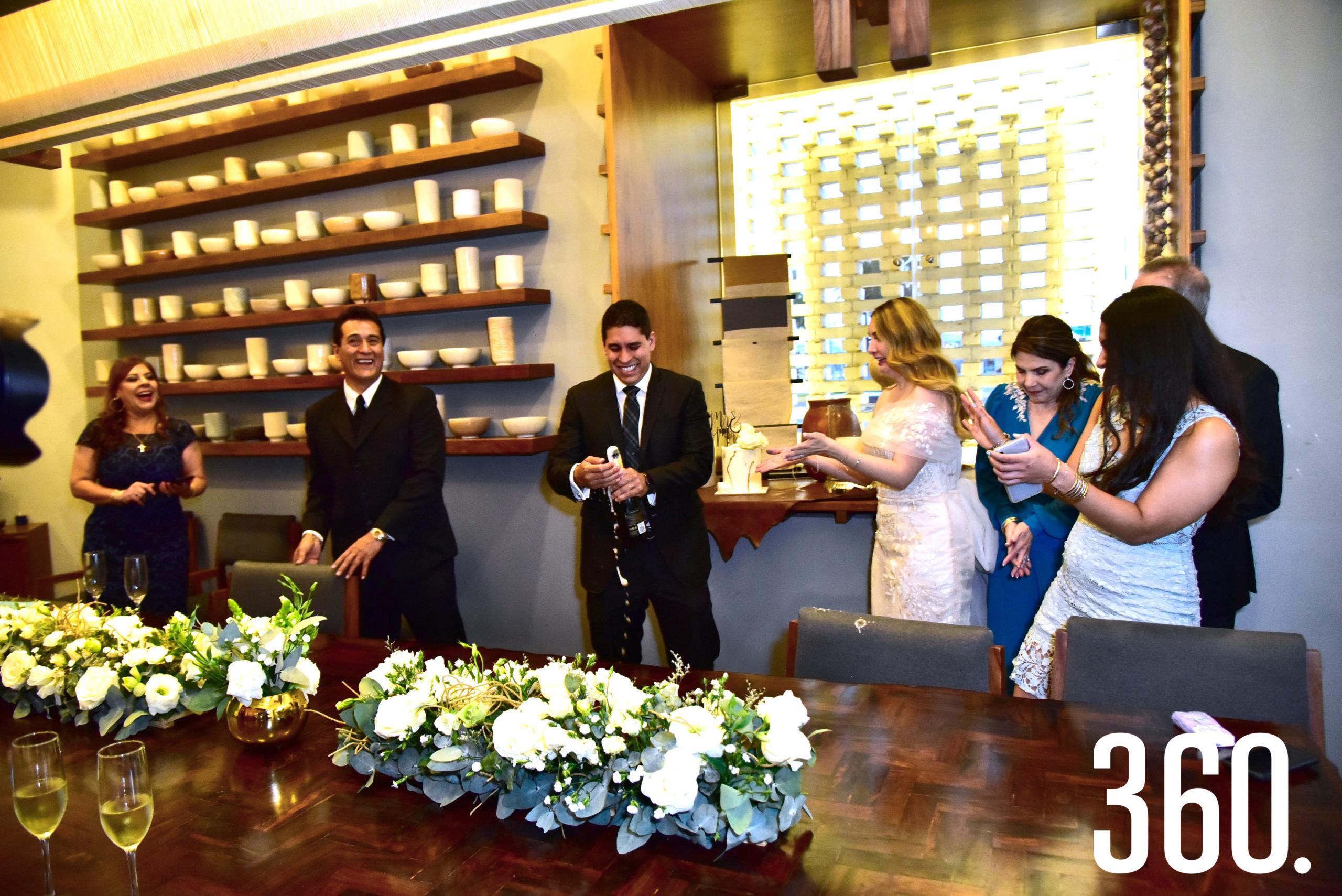 Durante la ceremonia civil.