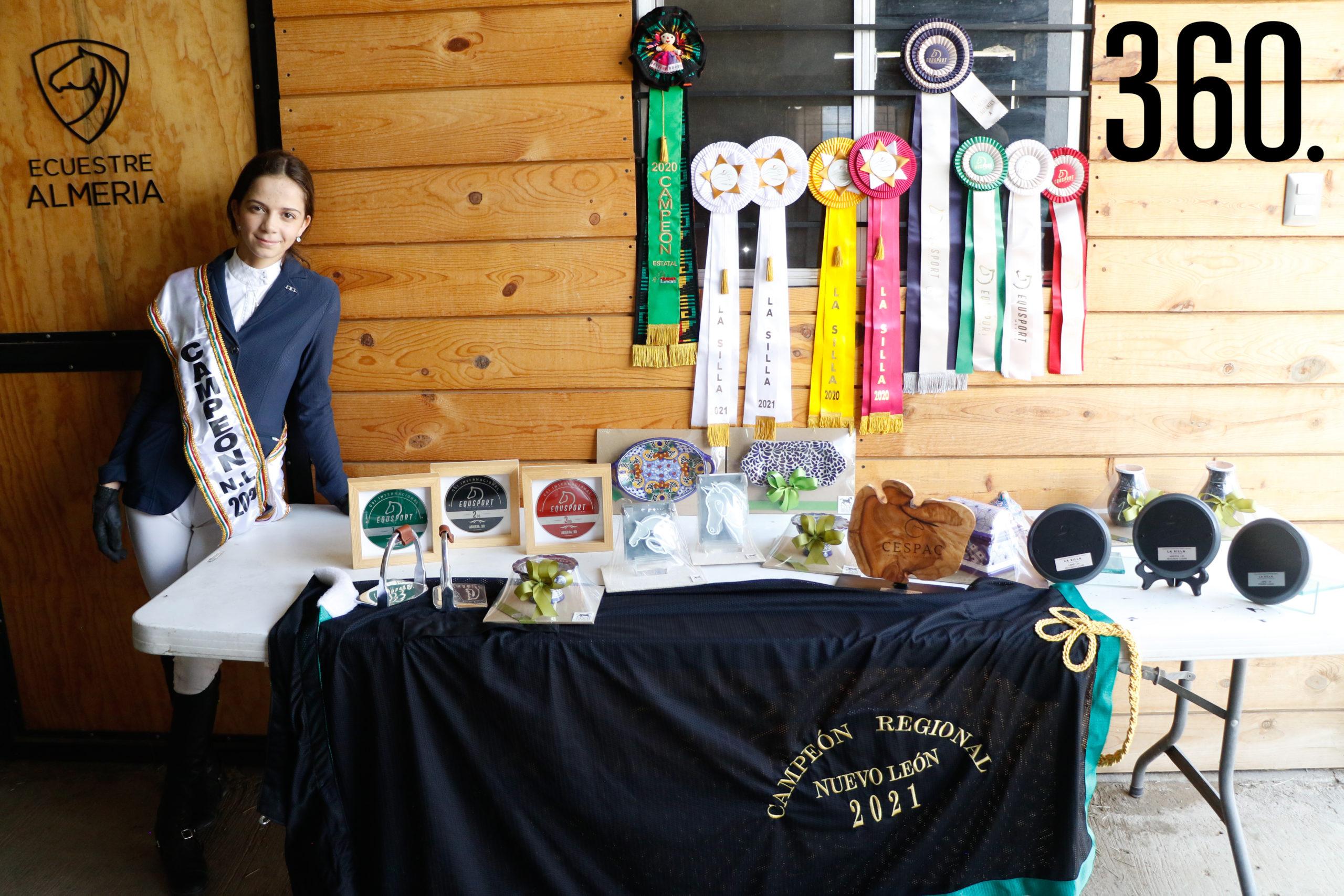 Lucía ha ganado múltiples competencias, entre ellas el título de campeona del Circuito Estatal NL 2020 como Jinete Debutante.