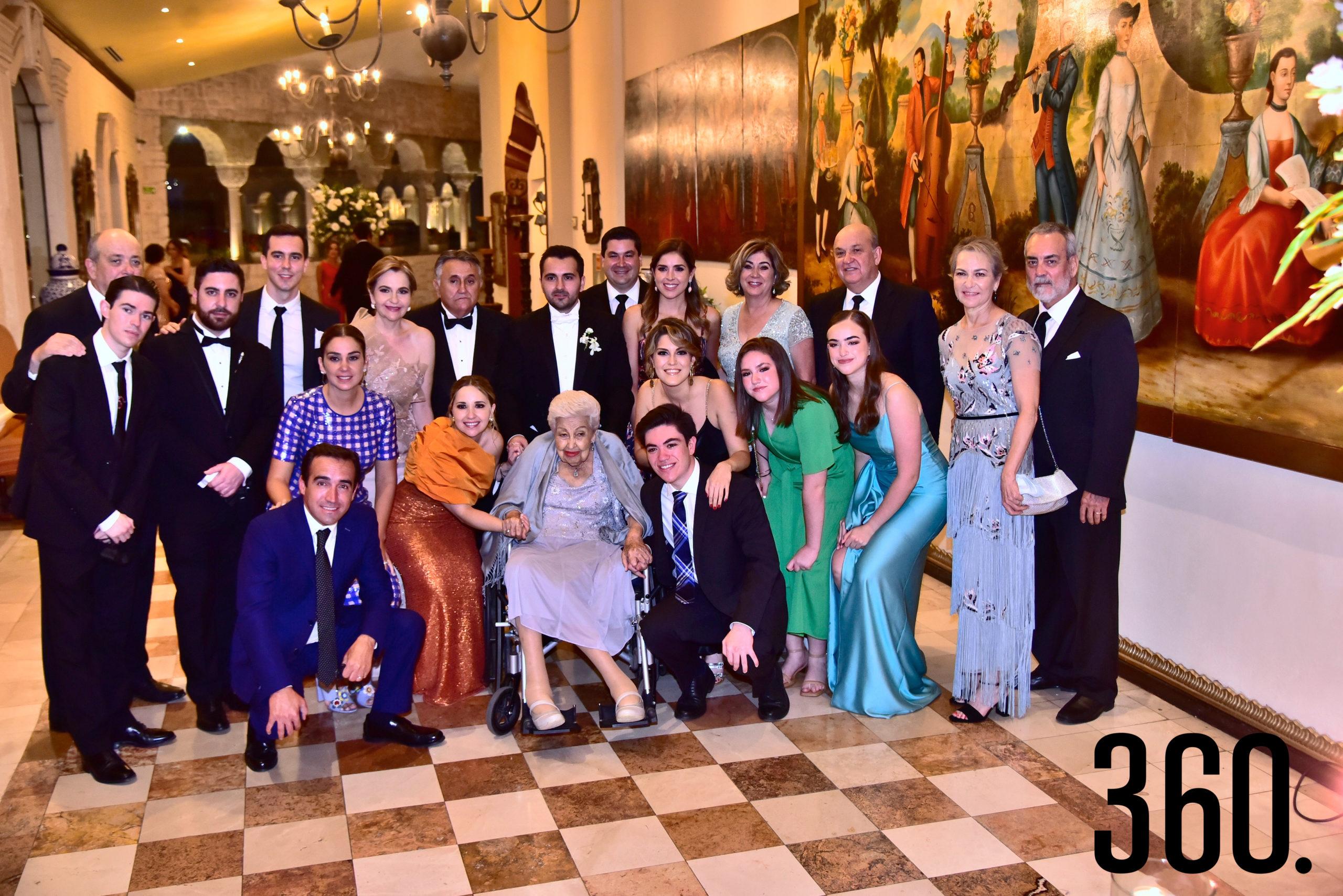 Los Aguirre Farías con sus respectivas familias estuvieron presentes en el enlace matrimonial.