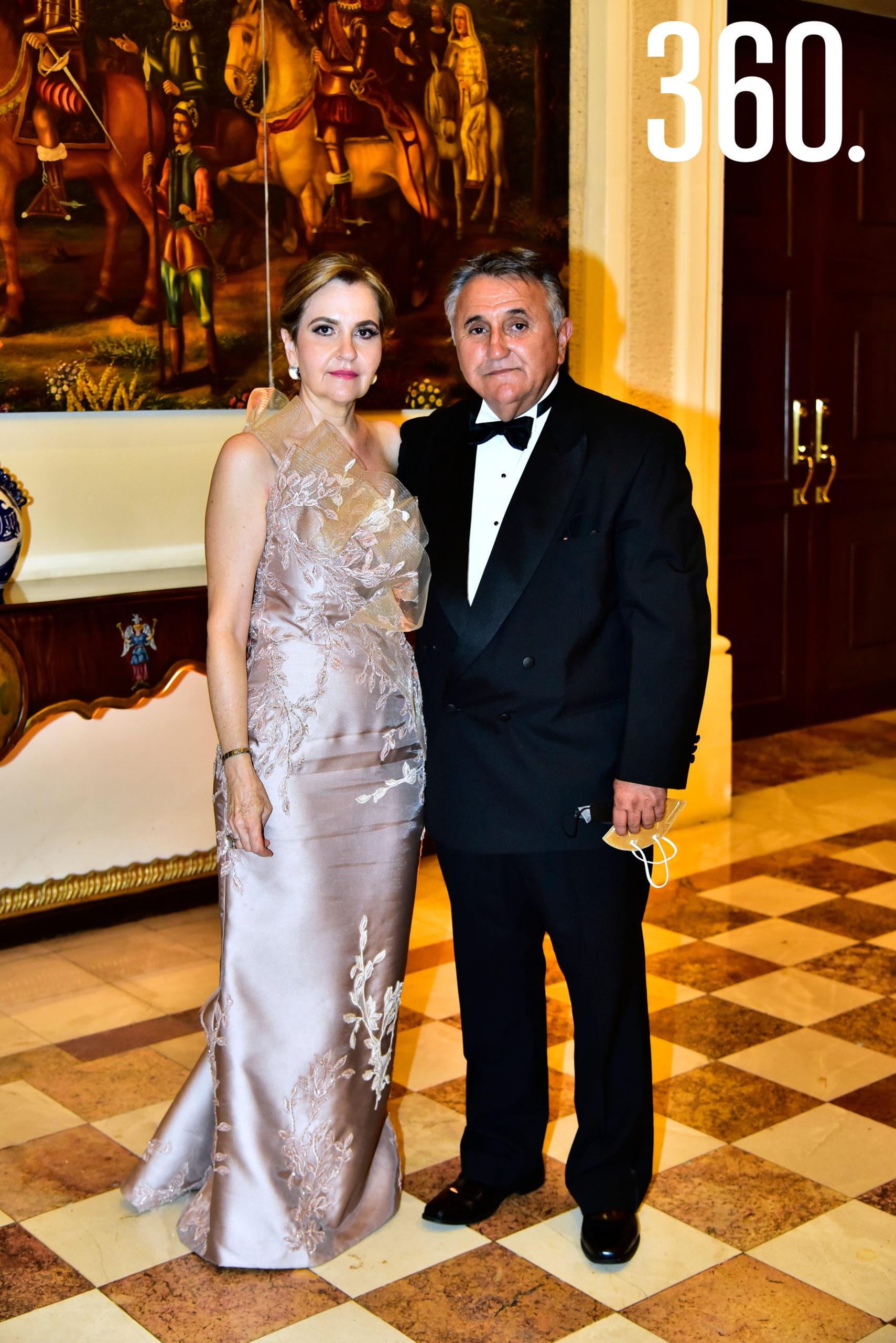 Claudia Aguirre y Víctor Valdés.