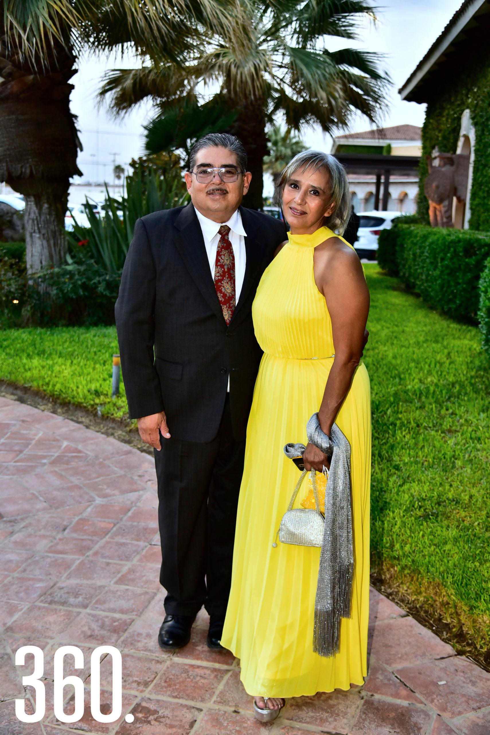 Cesar González y Silvia Hernández.