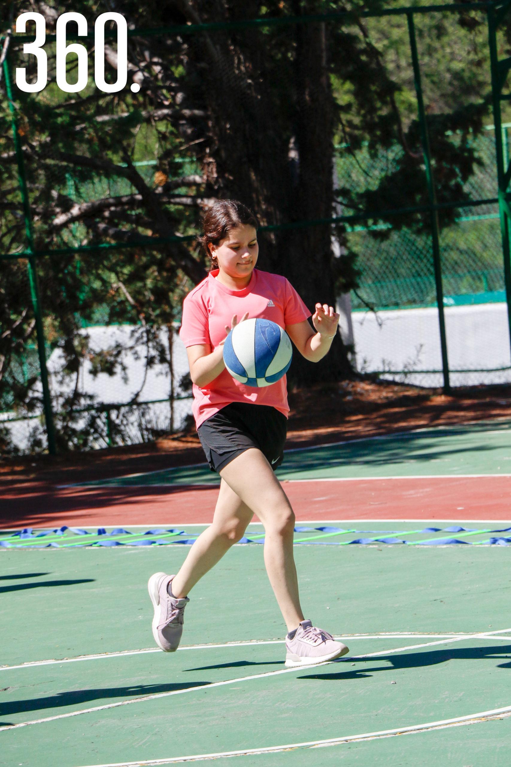 Amalia Rodríguez.