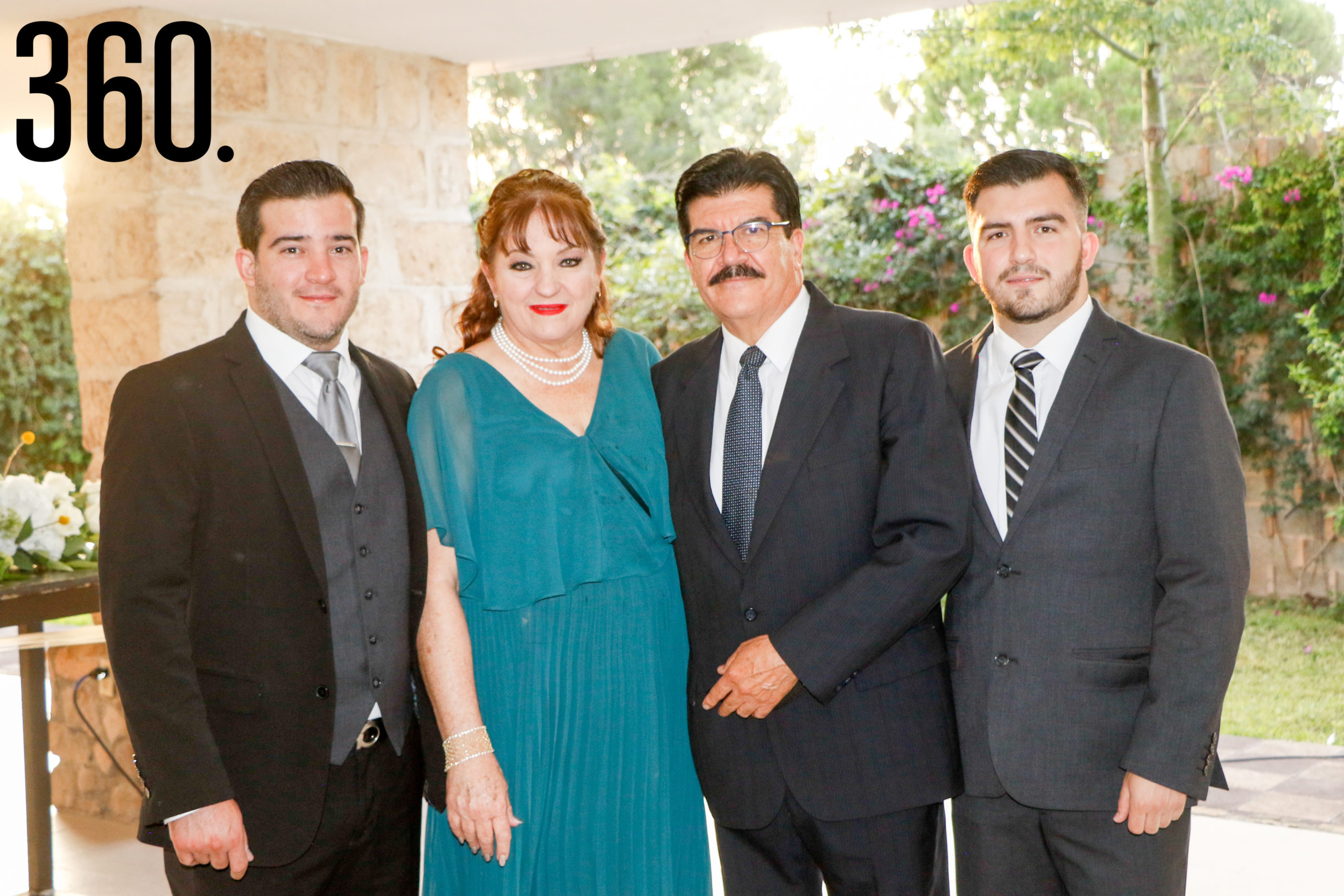 Gaspar Reyes, Sandra Peart, Gaspar Reyes y Rafael Reyes.