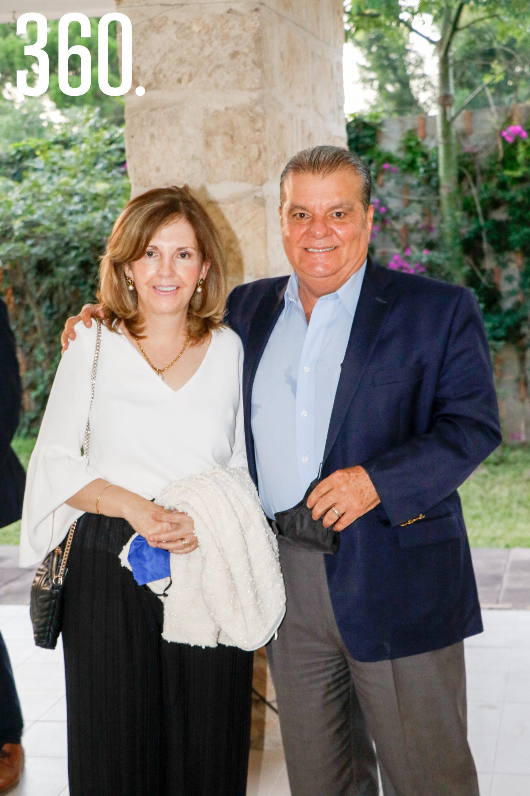 Estela Galindo y Reynaldo Pereznegrón.