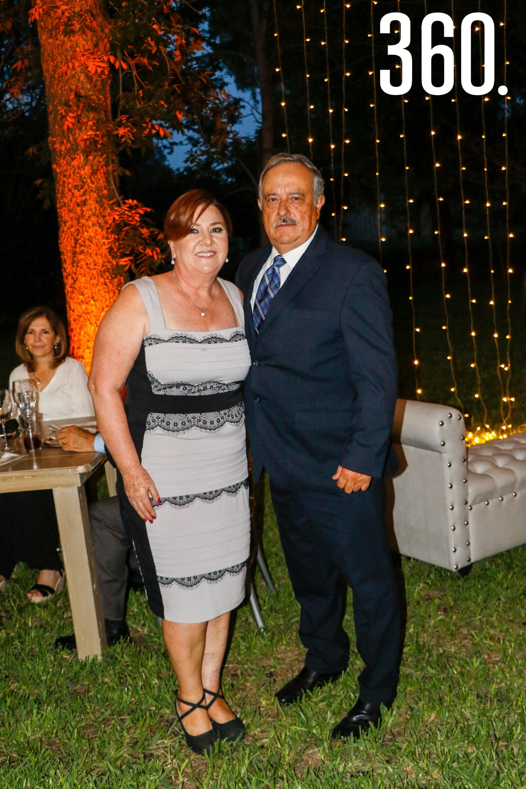 Gloria Aguirre y Mario Rangel, padres de la novia.
