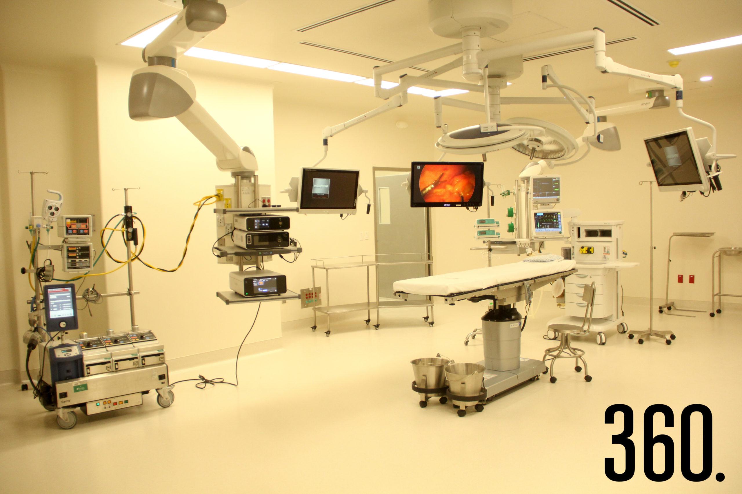 Se inauguraron 10 salas de quirófanos, 8 salas de preoperatorios, 10 cubículos de recuperación y un área de obstetricia/tocología.