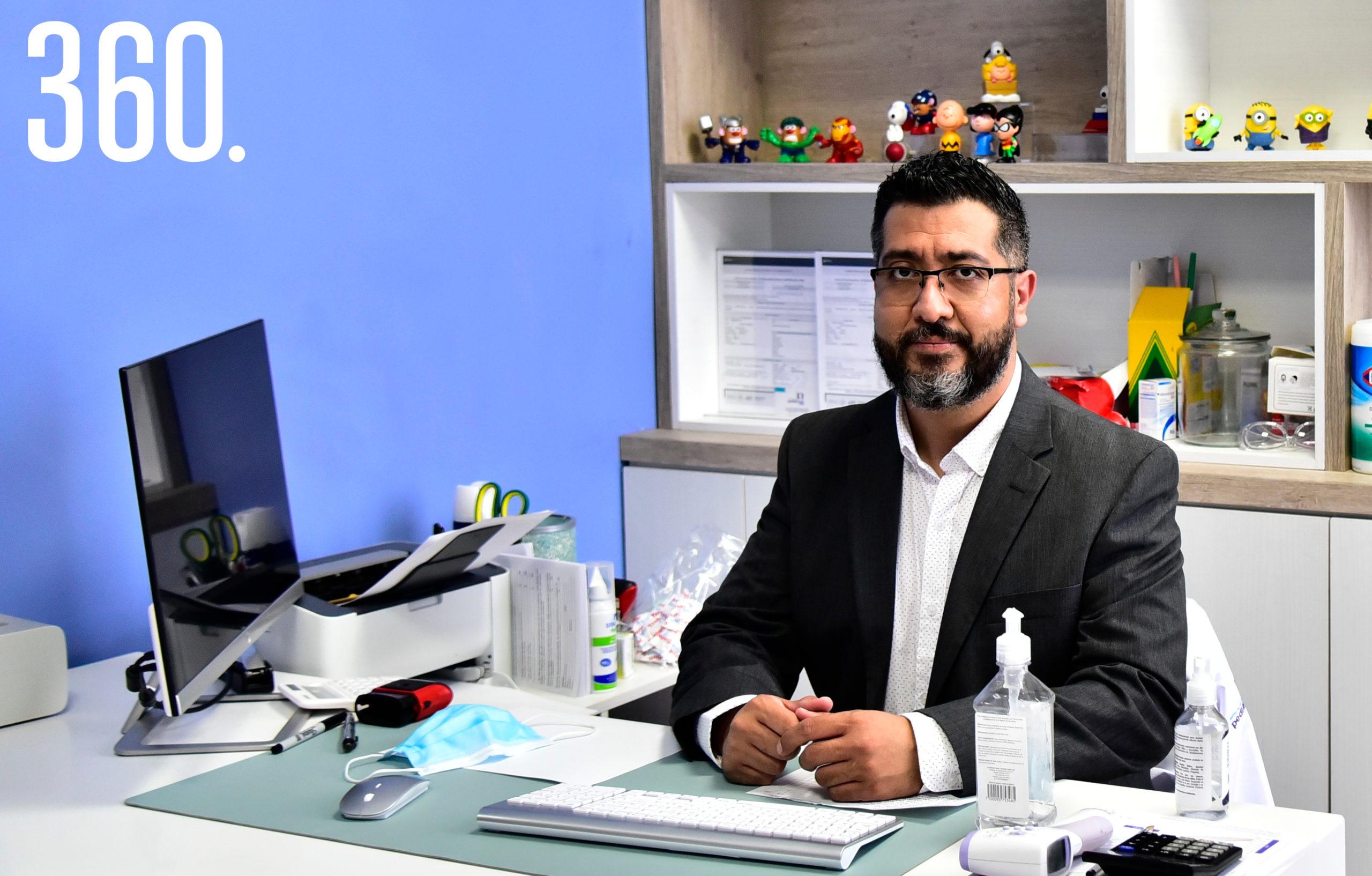 Dr. Oscar García.