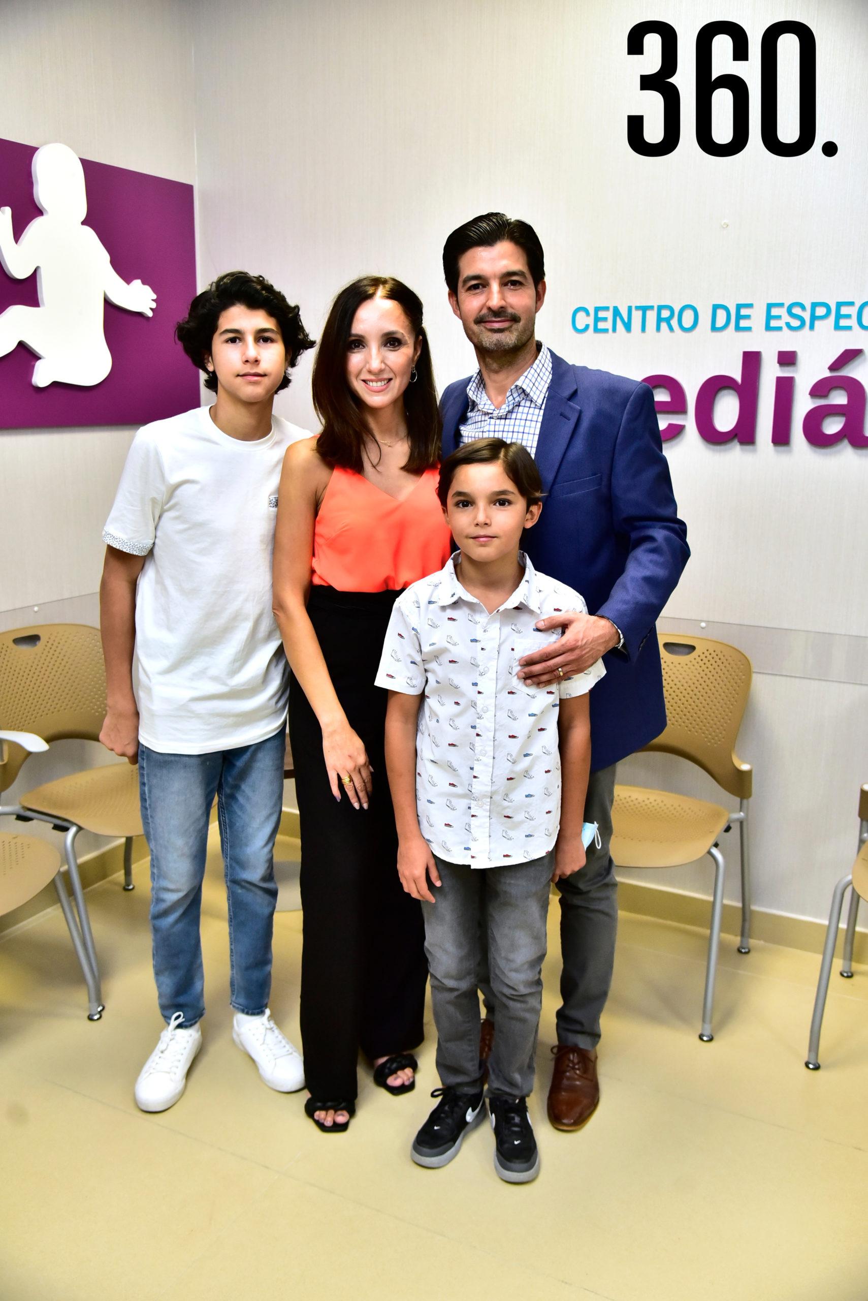 Jorge Pablo Valdez, Paola Álvarez de Valdez, Dr. Jorge Valdez Ceballos y Patricio Valdez.