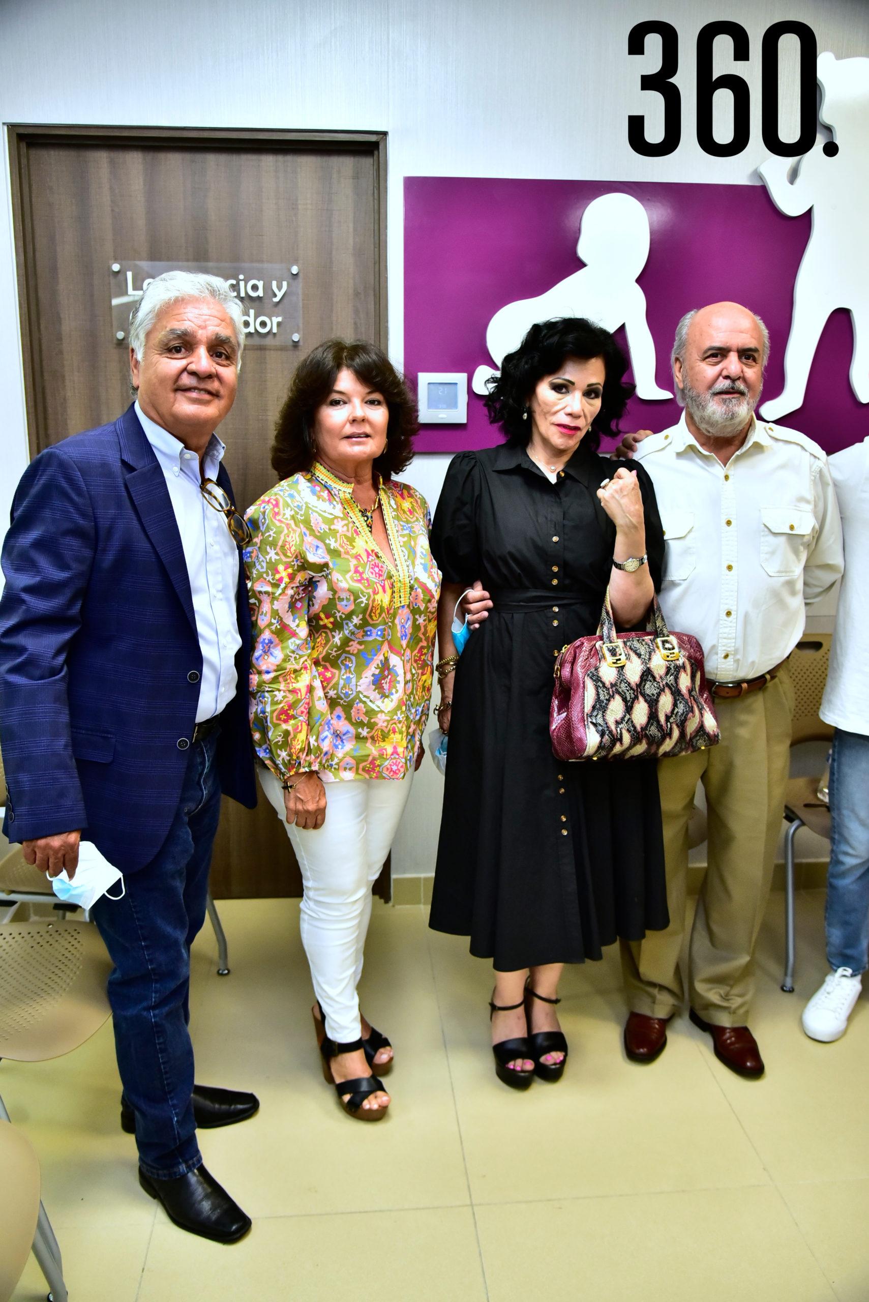 Jorge Valdez, Adriana Ceballos de Valdez, Yolanda de Álvarez y Pablo Álvarez.