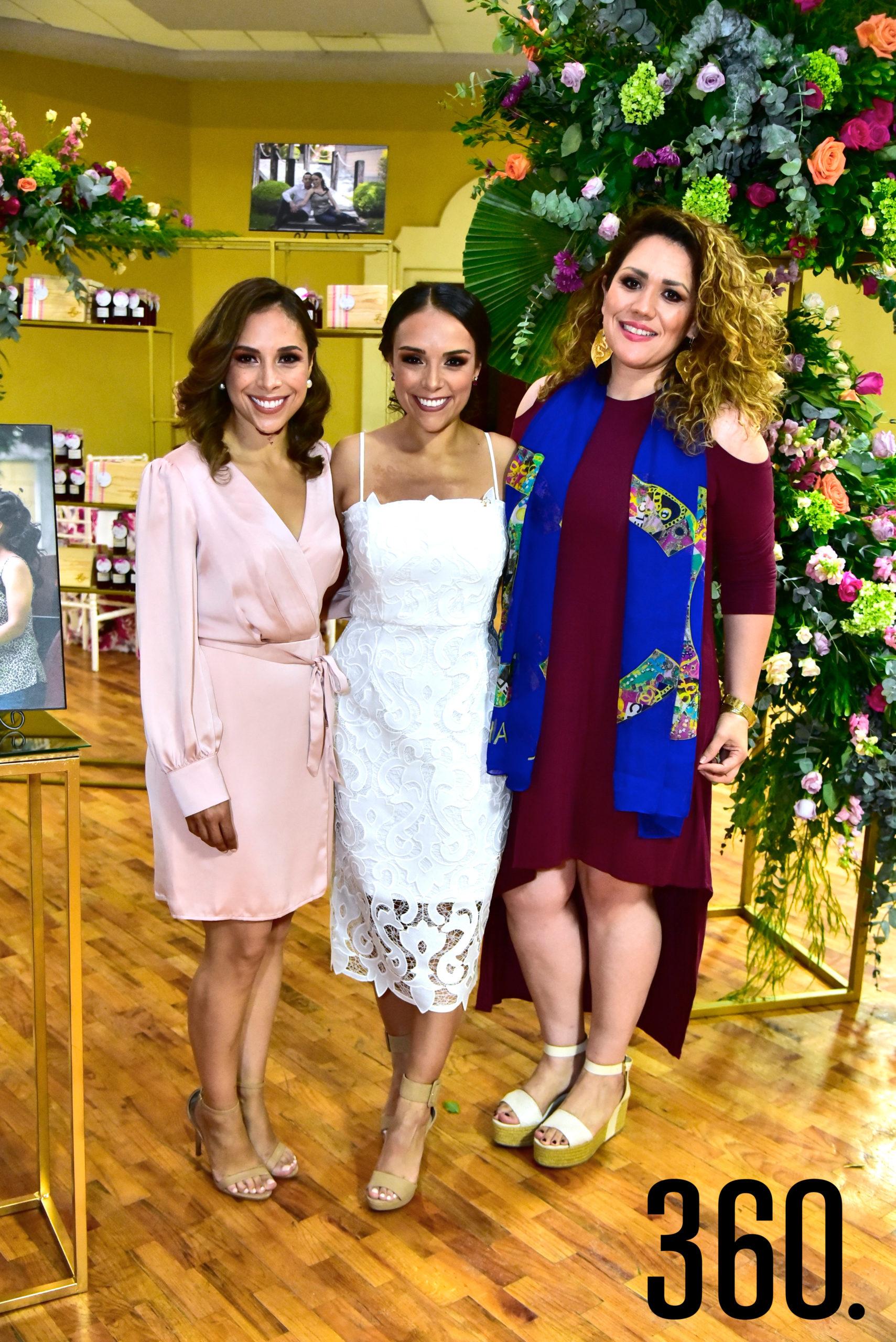 Marielena Molina, María Fernanda Molina y Marcela Molina.