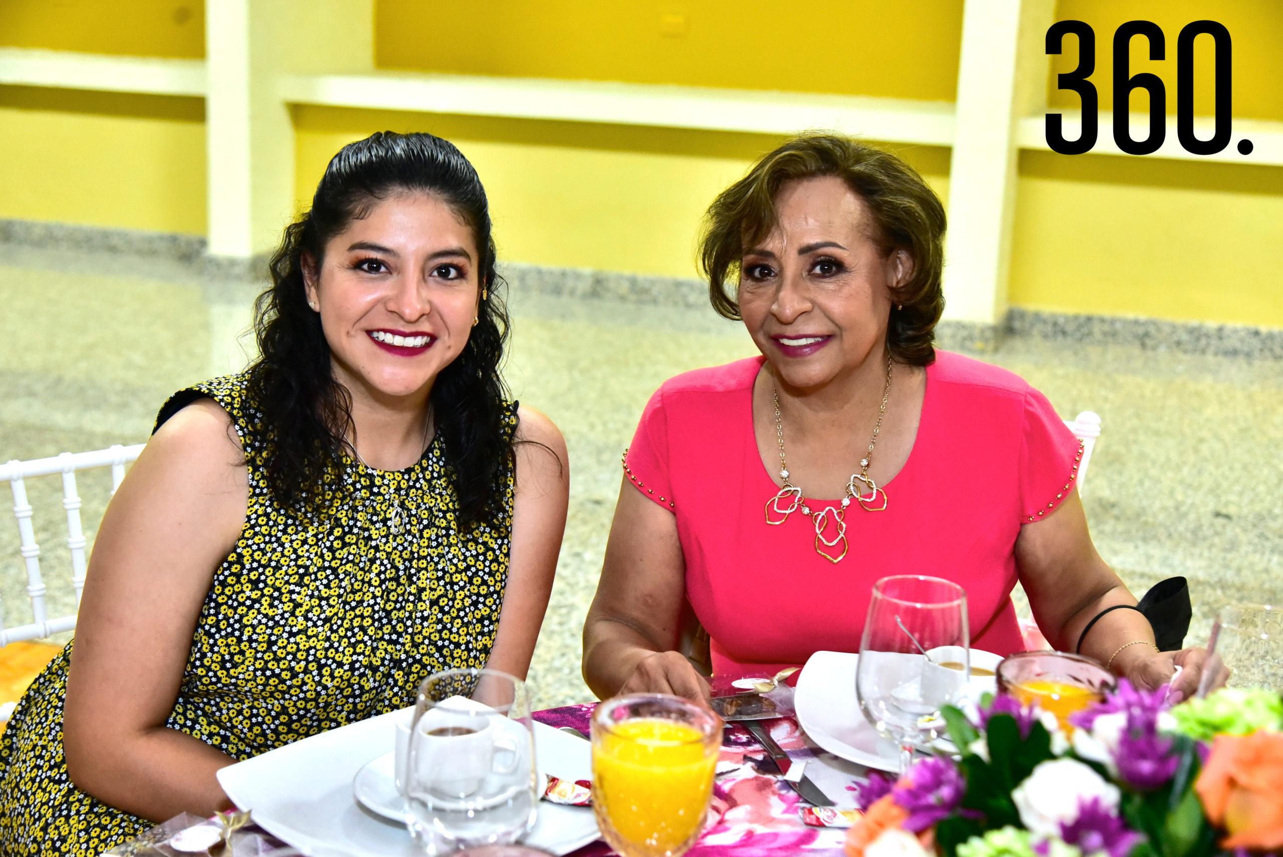 Alejandra López y Marisela Espinoza.