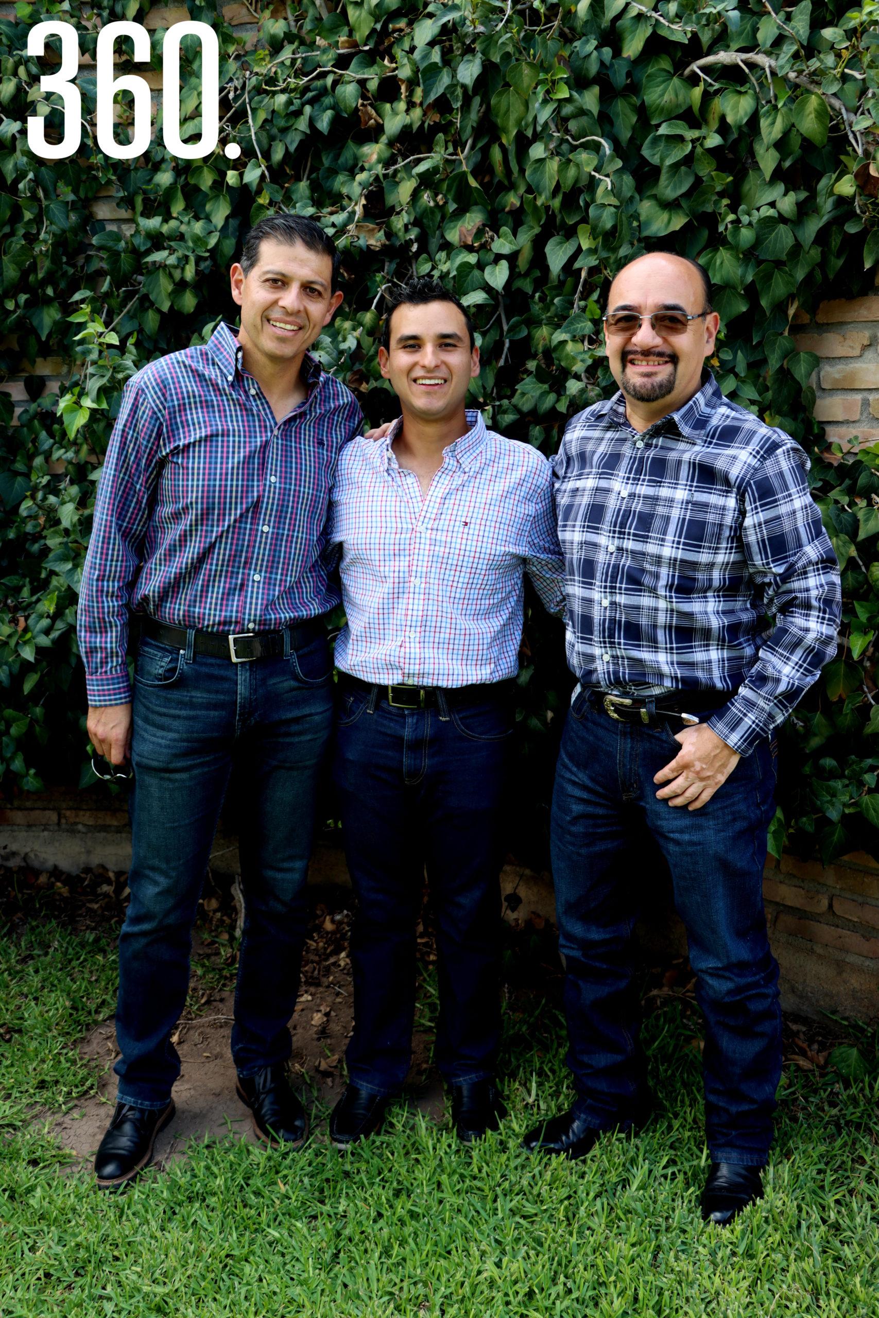 Octavio Pimentel y Reynaldo Rodríguez organizaron la despedida de soltero para su Mauricio Oyervides Guerrero.