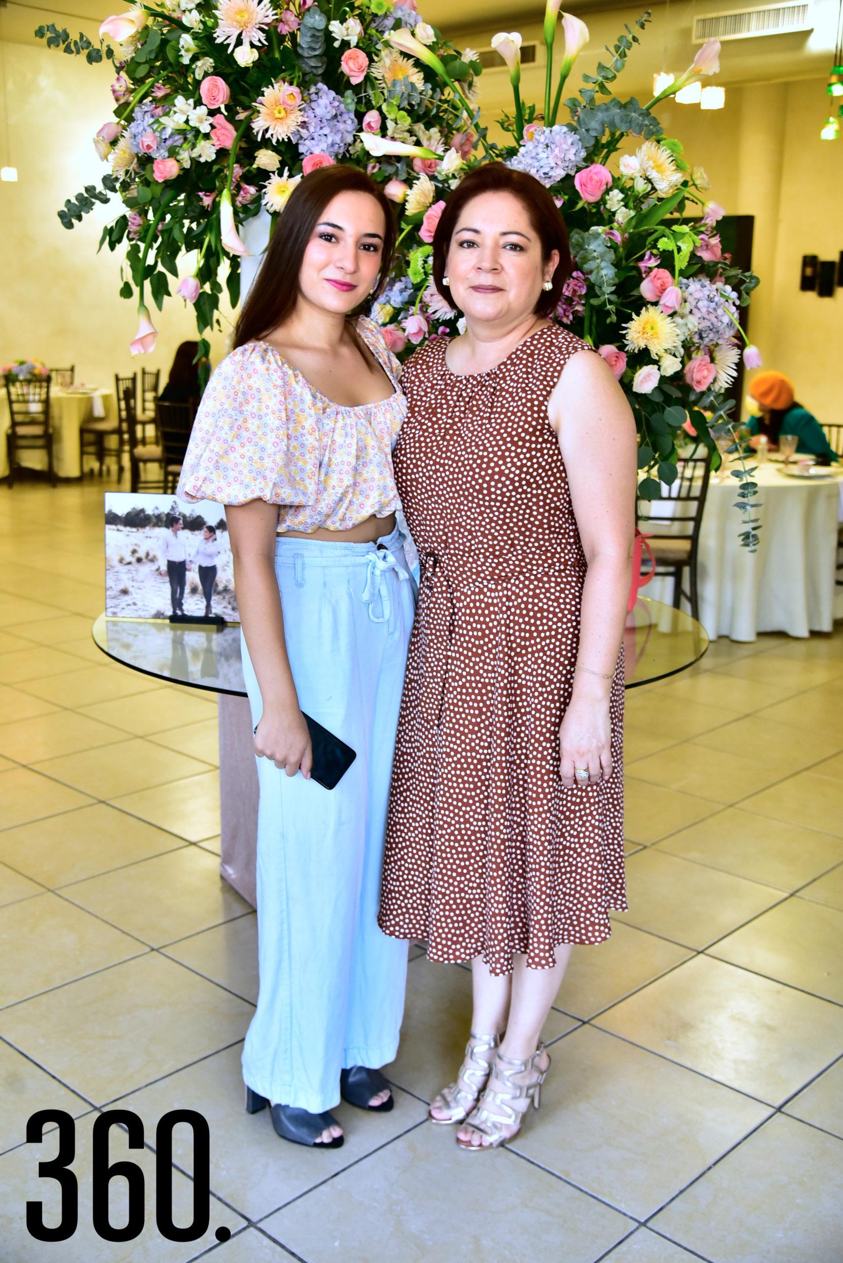 Karla Saucedo y Cecilia Saucedo.