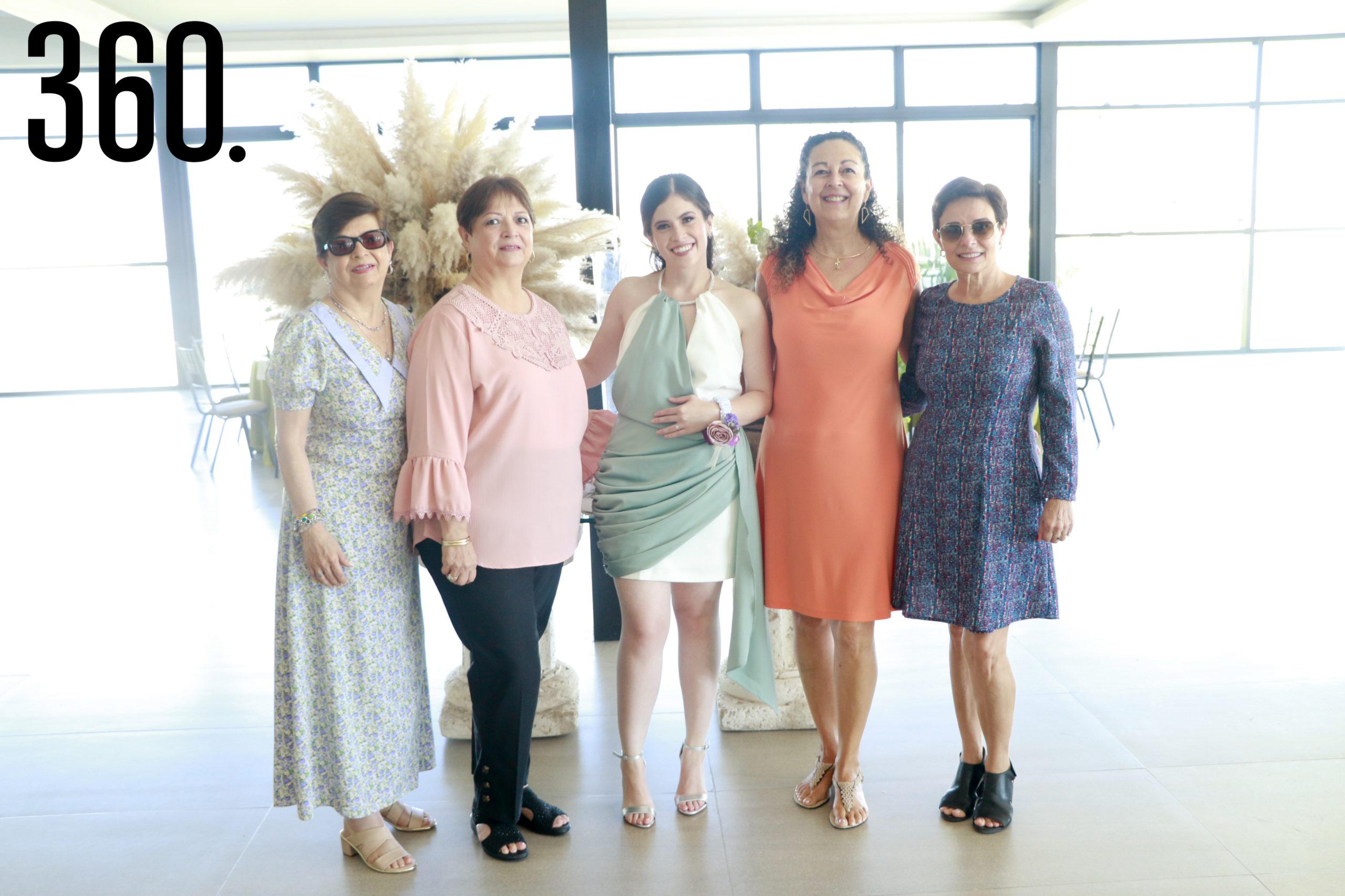 Irma Ramos, Doris Ramos, Andrea Fuentes, Aracely Ramos, y María Elena Rodríguez.