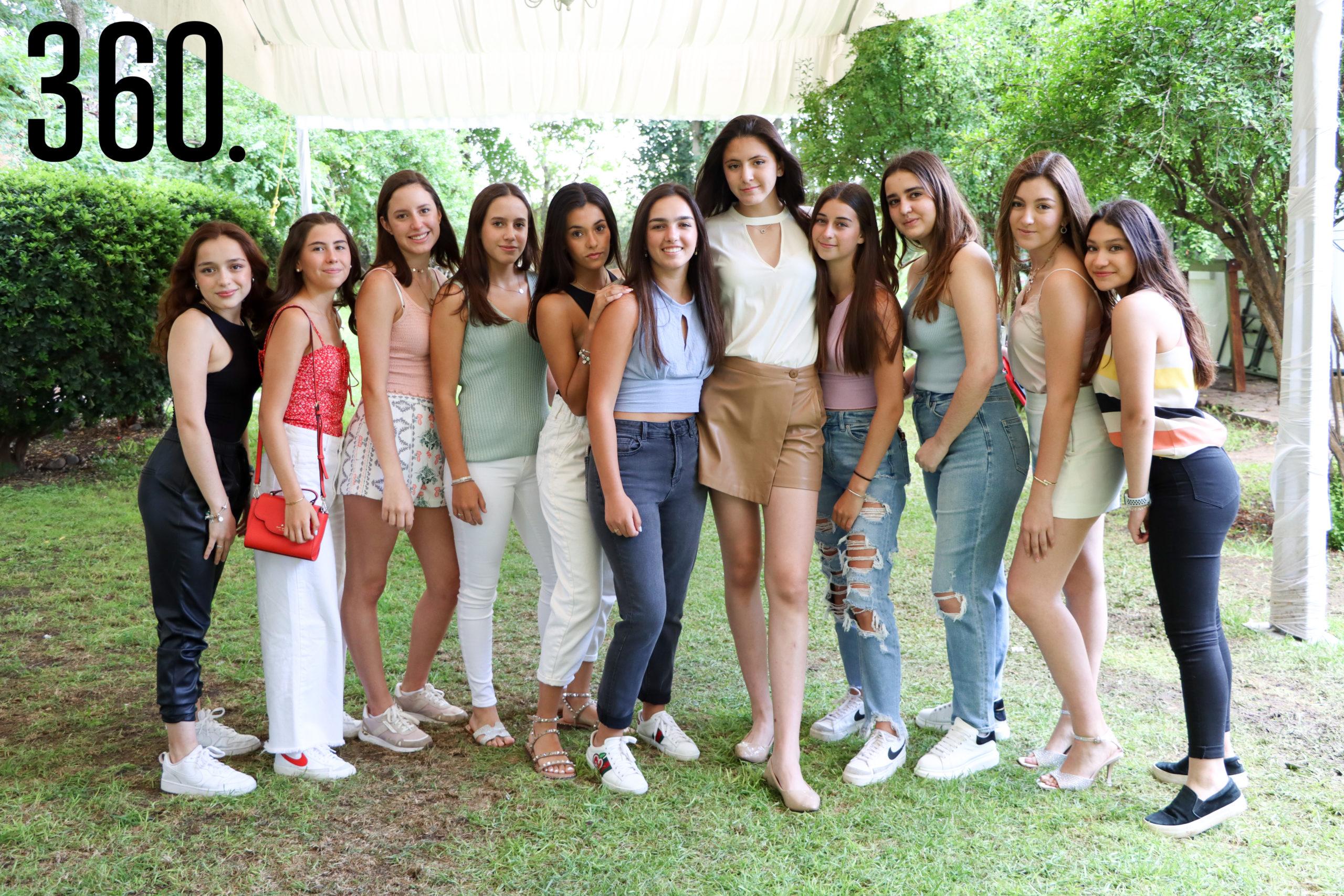 Isabella con sus amigas.