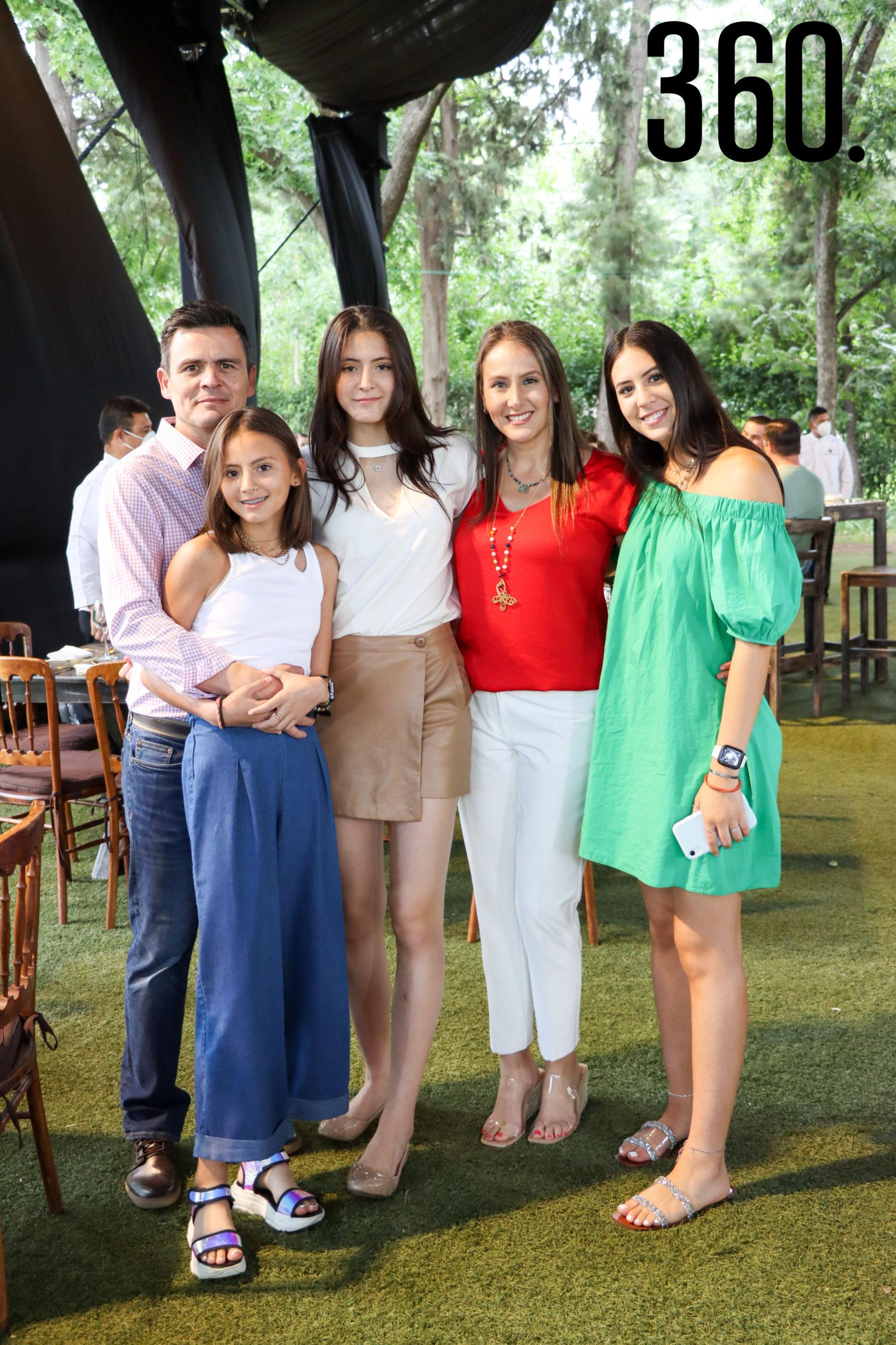 Emerson, Luciana, Mariángela, Tamara y Ana Paula Medina.