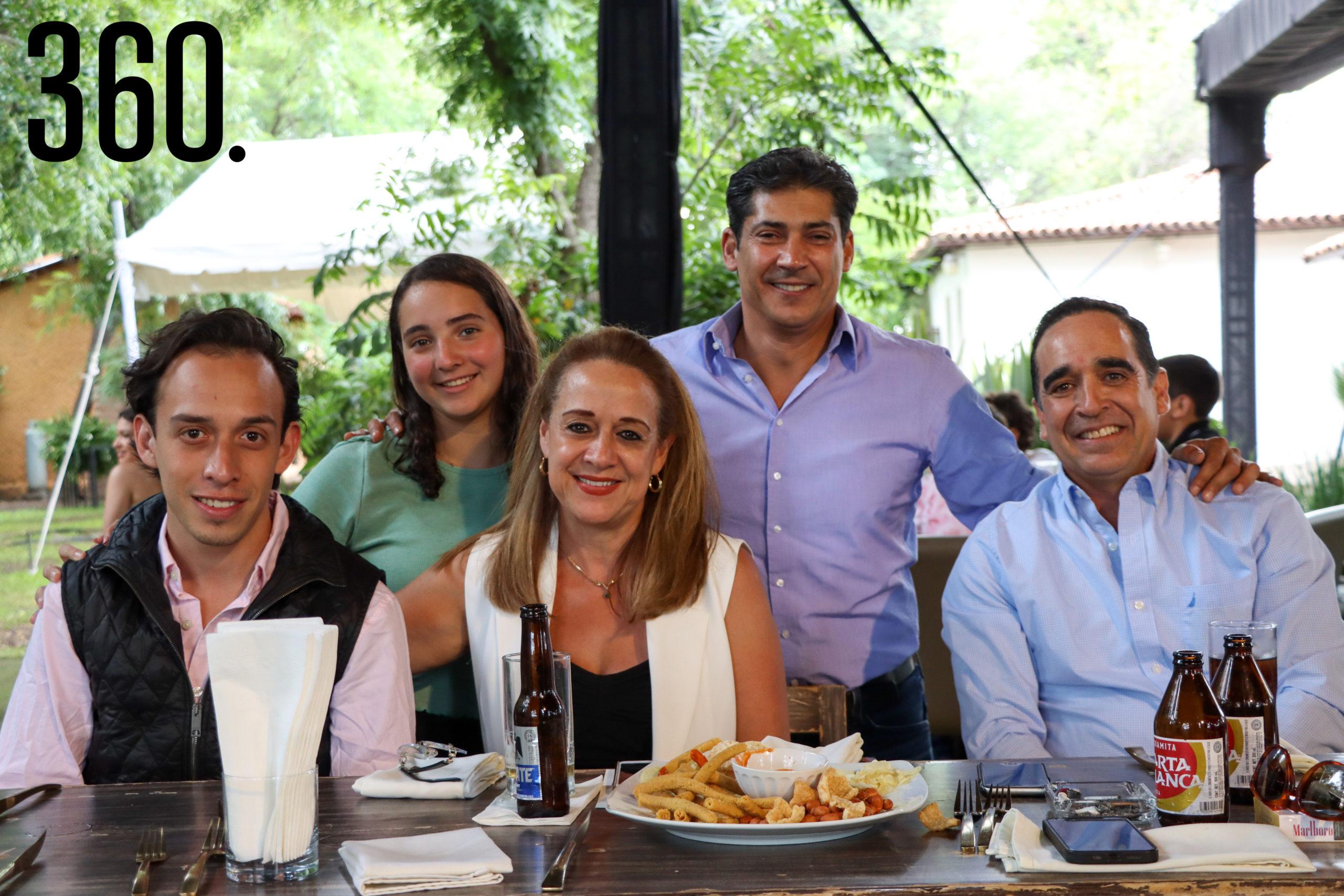 José Garza, Regina García, Inés Garza, Jorge Iga y Arturo Aguirre.