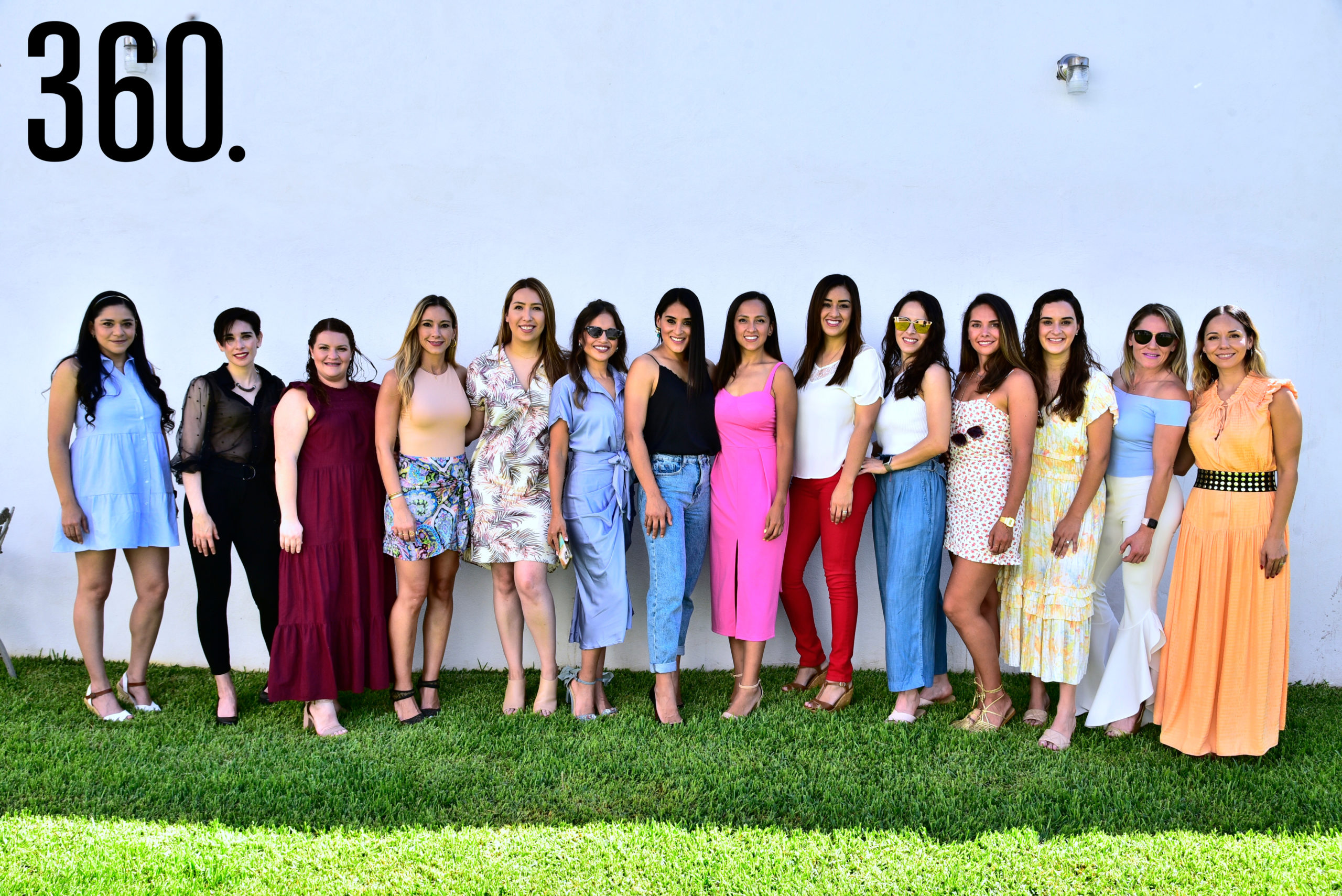 Laura de la Peña Méndez con sus amigas.