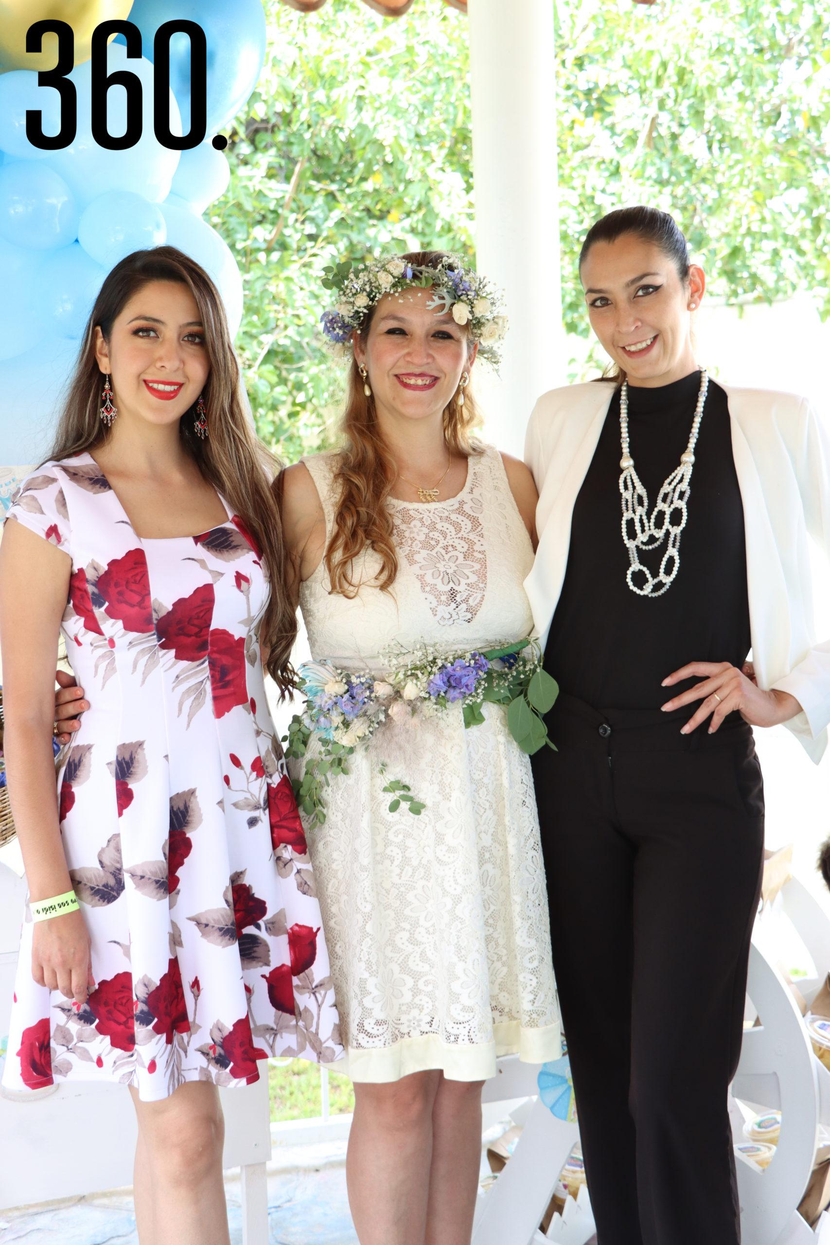 Rebeca con sus hermanas, Vero y Gabriela Ortiz.