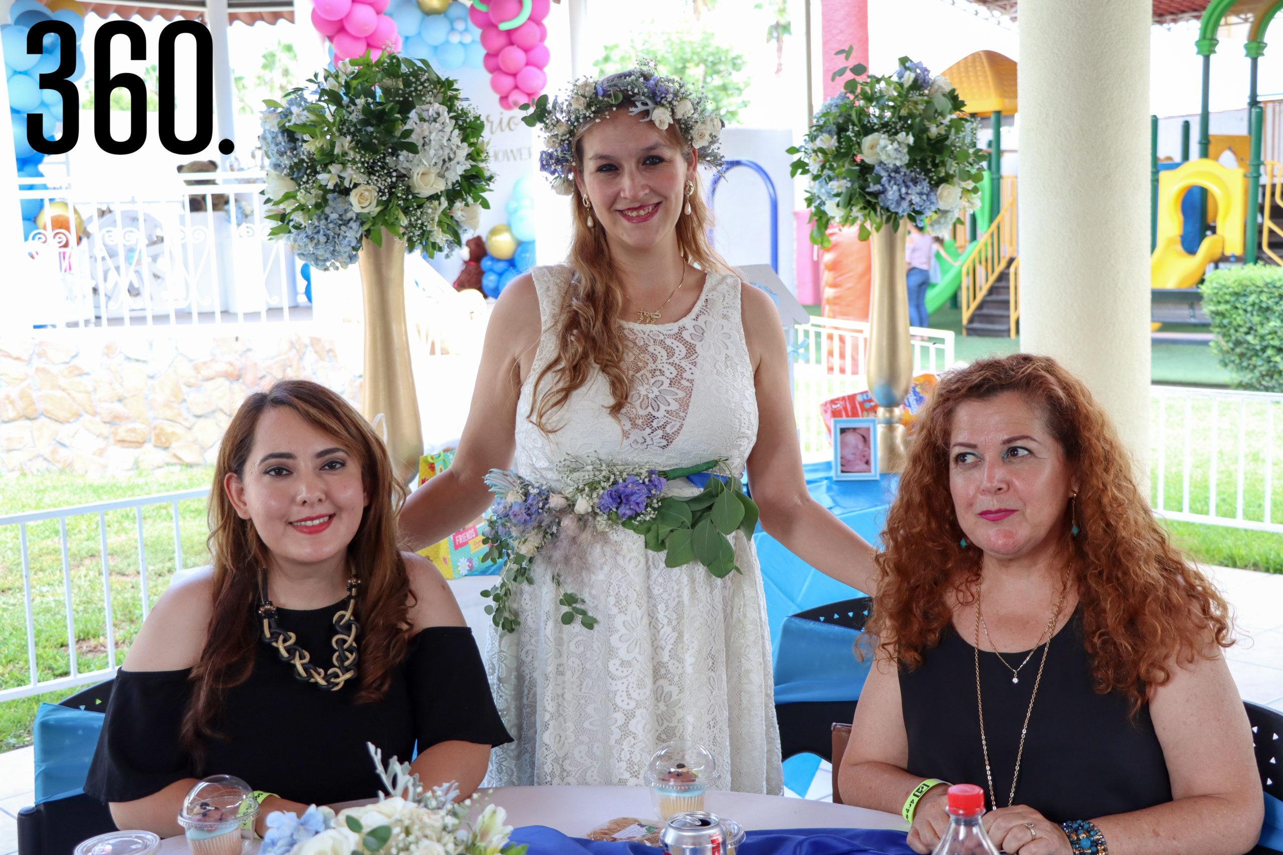 Rebeca con Diaré Gálvez y Laura Cárdenas.