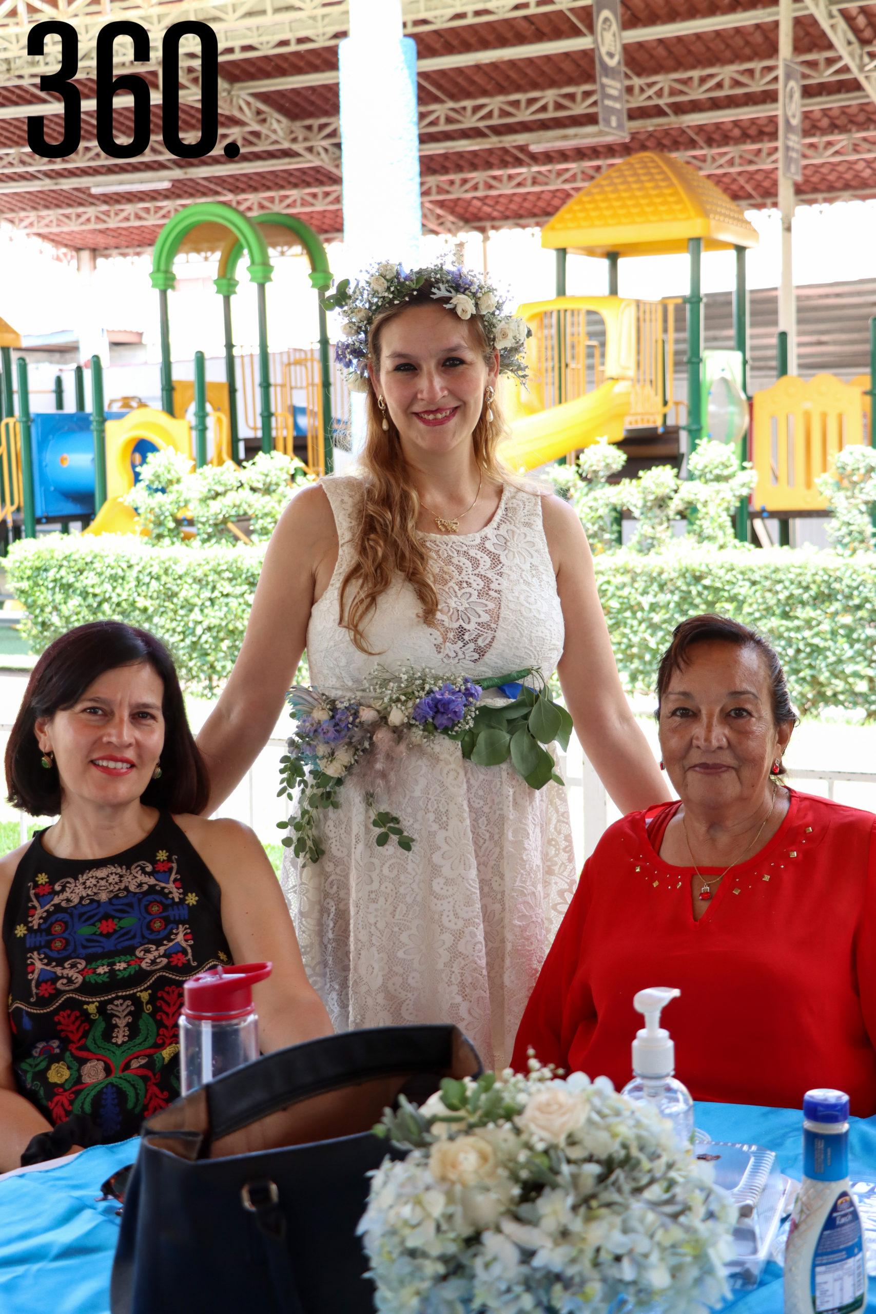 Rebeca con Nistela Villaseñor y Beatriz Cárdenas.