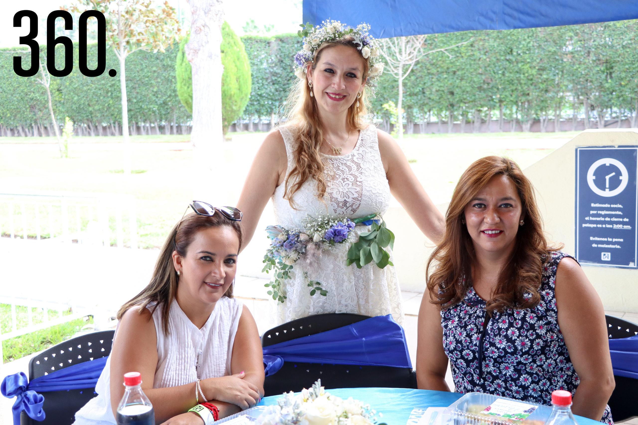 Rebeca con Olivia González y Mónica Saade.