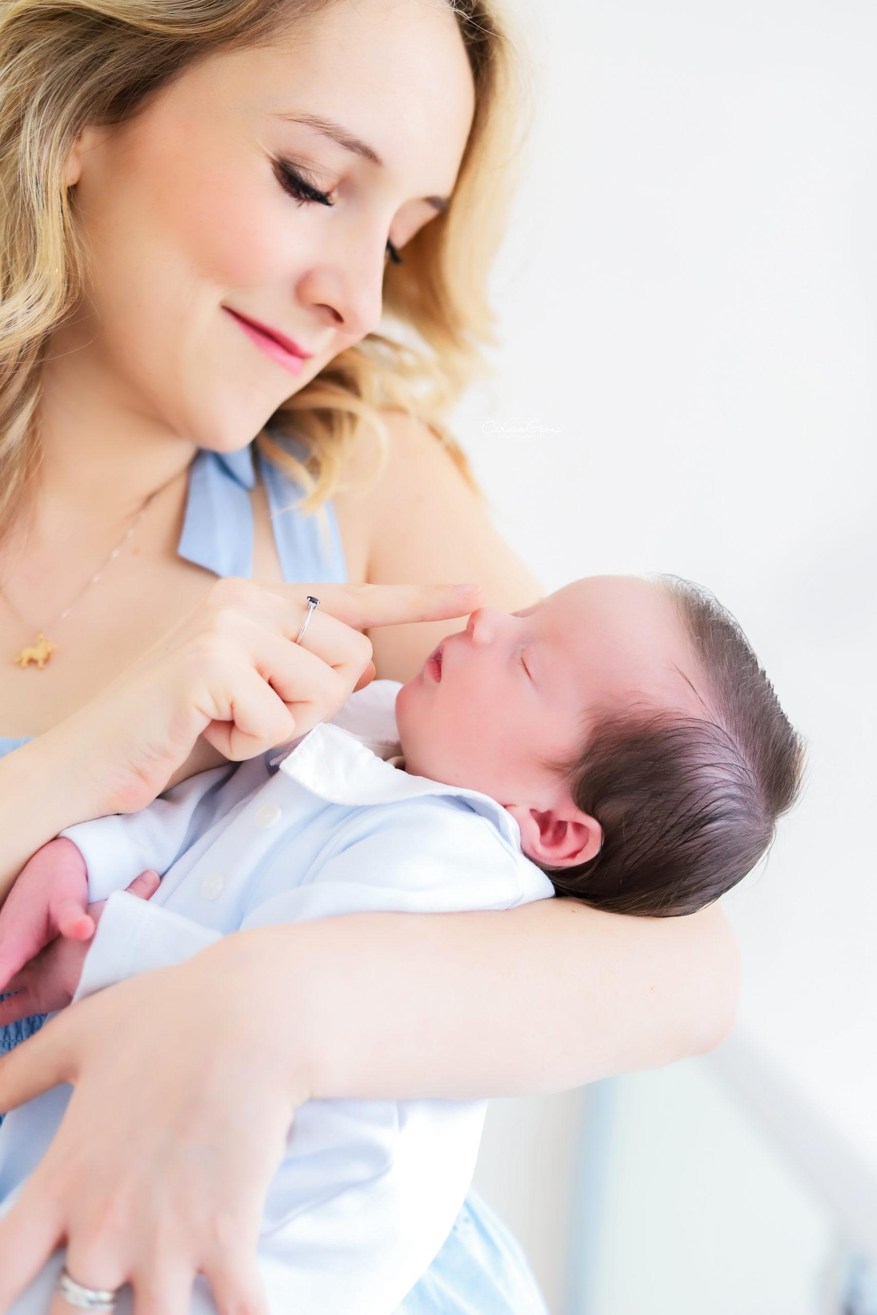 Lucas Daniel con su mamá.