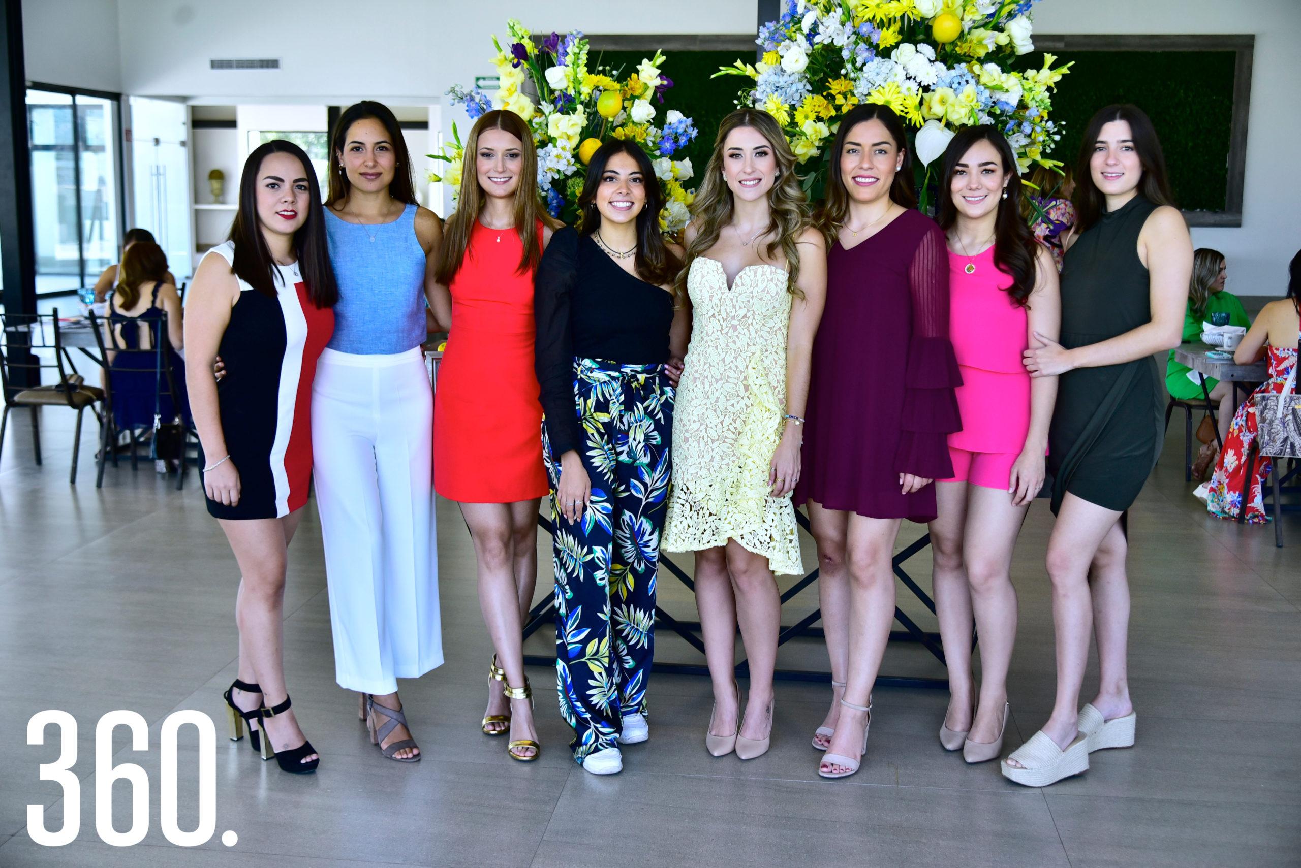 María Isabel Ayup Denigris y sus amigas.