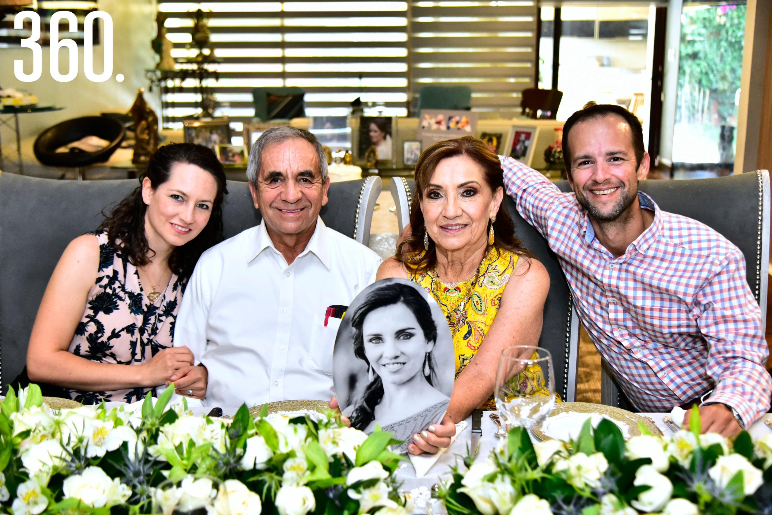 Sofía González, Edilberto González, Magdalena Flores, Jorge González y Diana González.