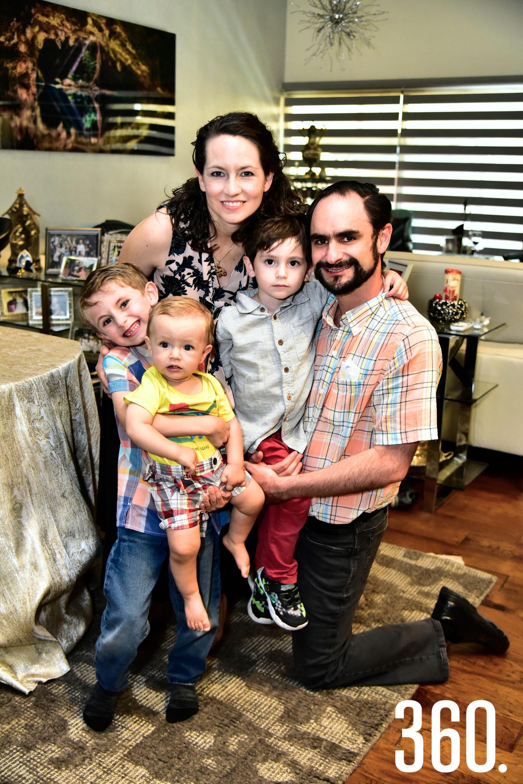 Sofía González, Gabriel Cruz, Gabriel Cruz González, Pablo Cruz y Roberto Cruz