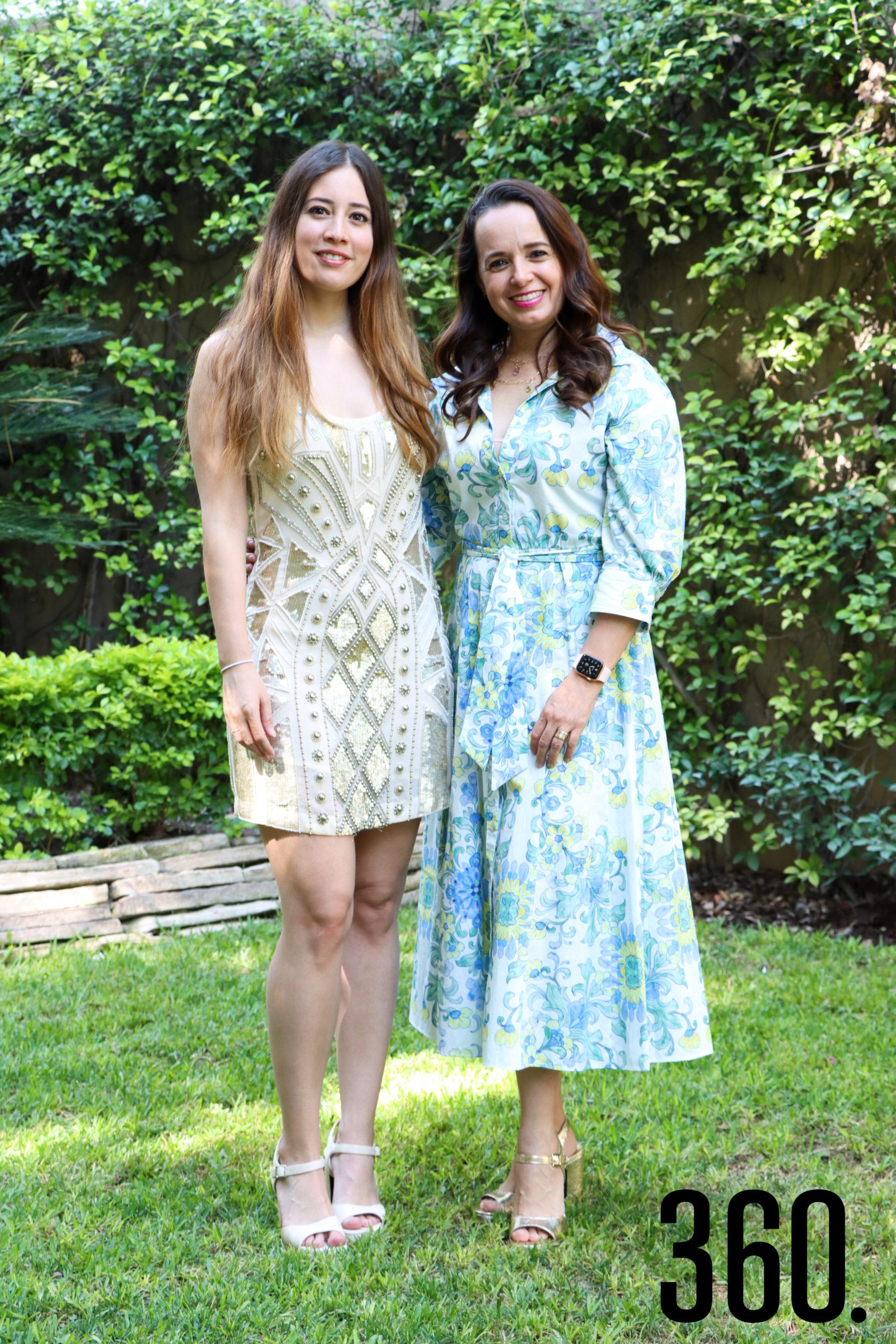 Nora con su madre, Nora Martínez.