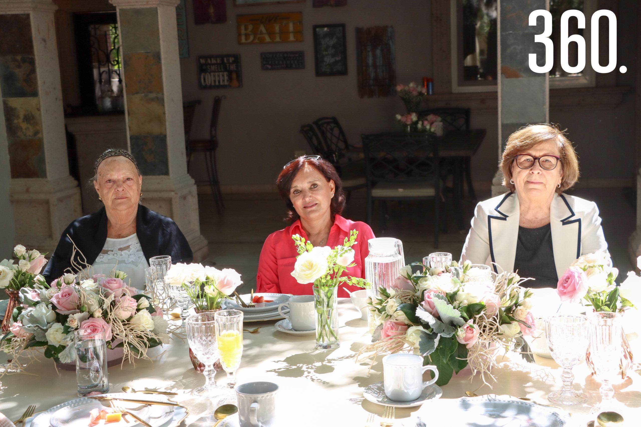 Esther Gaona, Sandra Aguilar y Delia Mendoza.