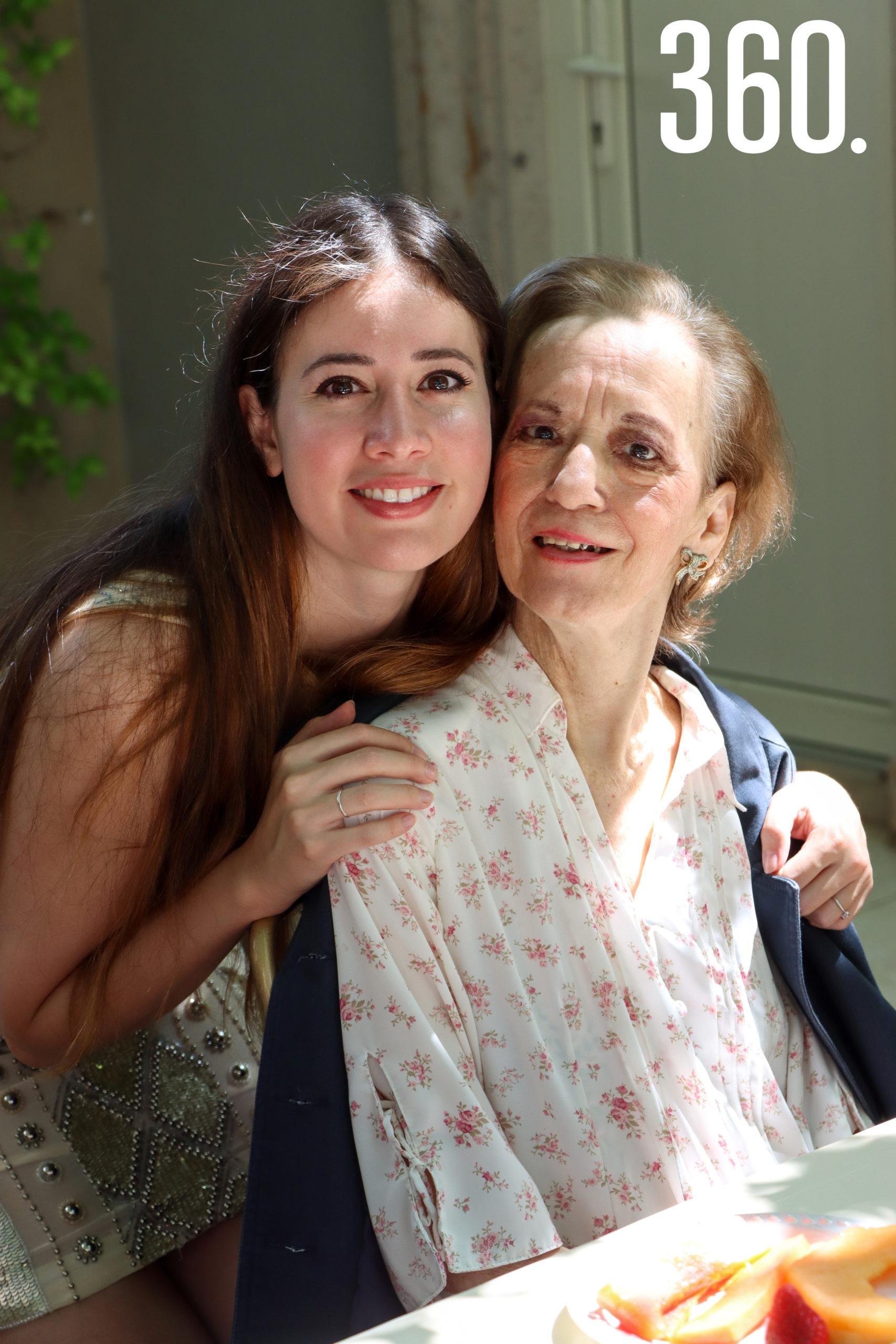 Nora Vallarta y Lety Corona.