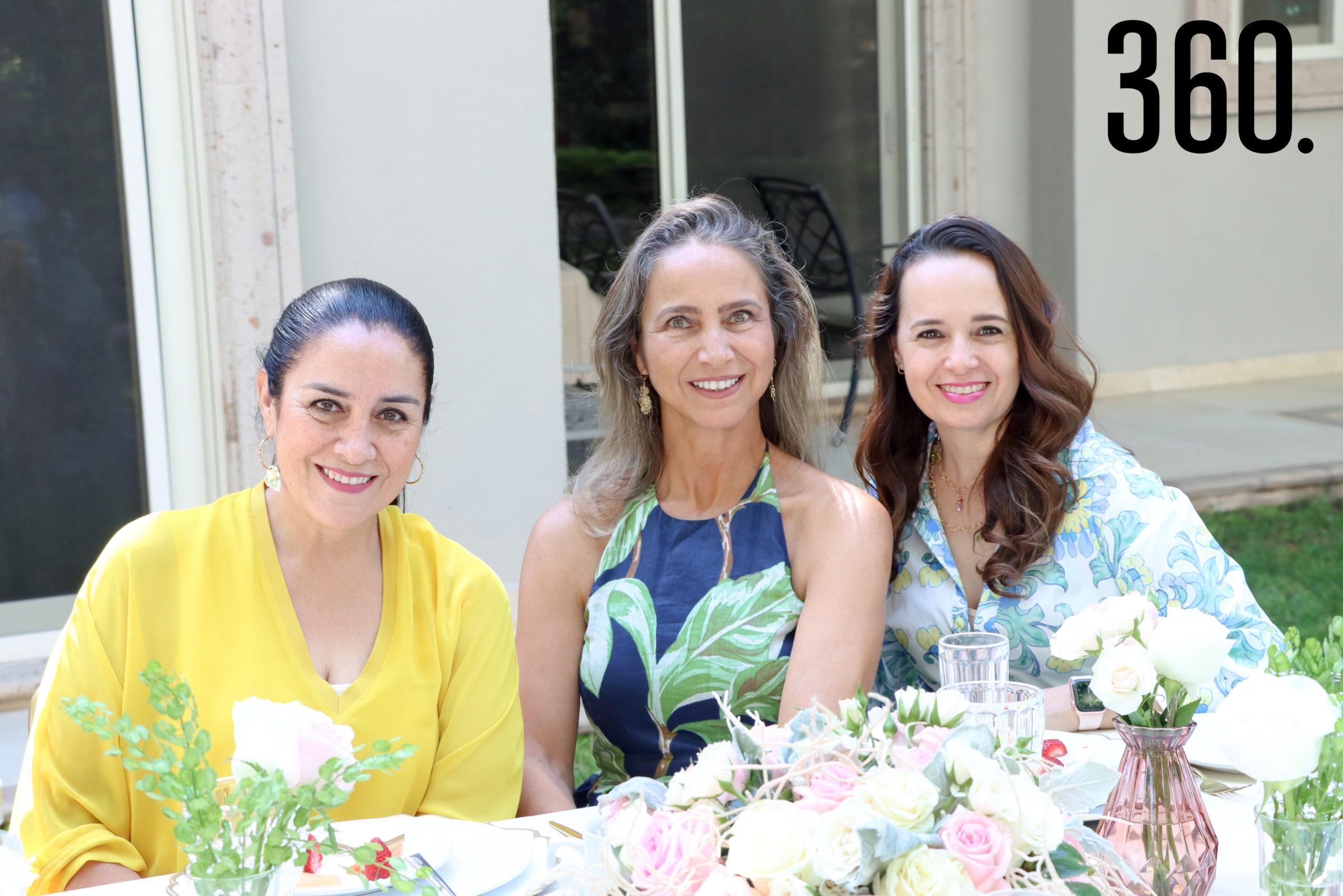 Natalia MacGregor, Martha Becerra y Nora Martínez.