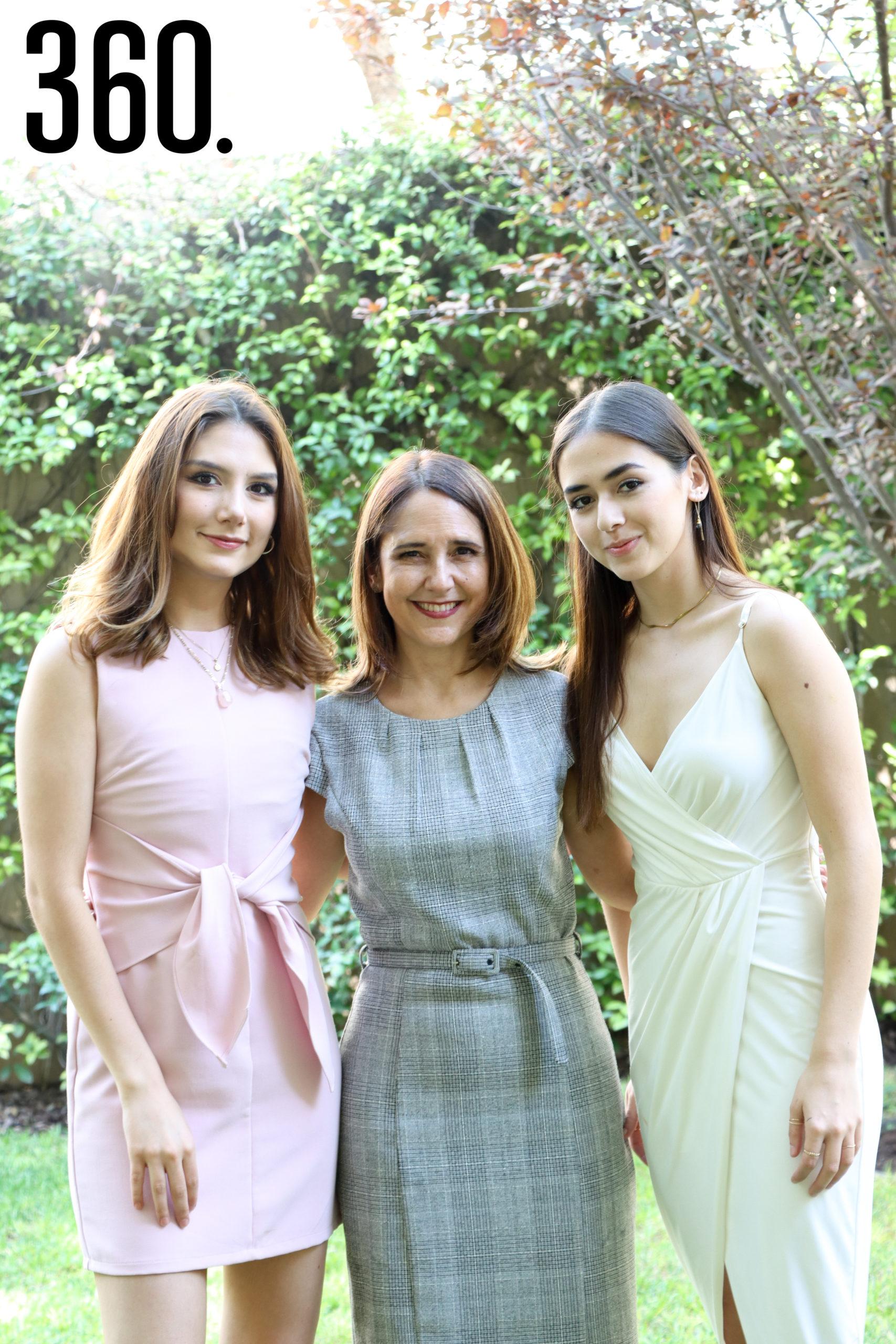 Betty Vallarta, Betty Cárdenas y Karla Vallarta.
