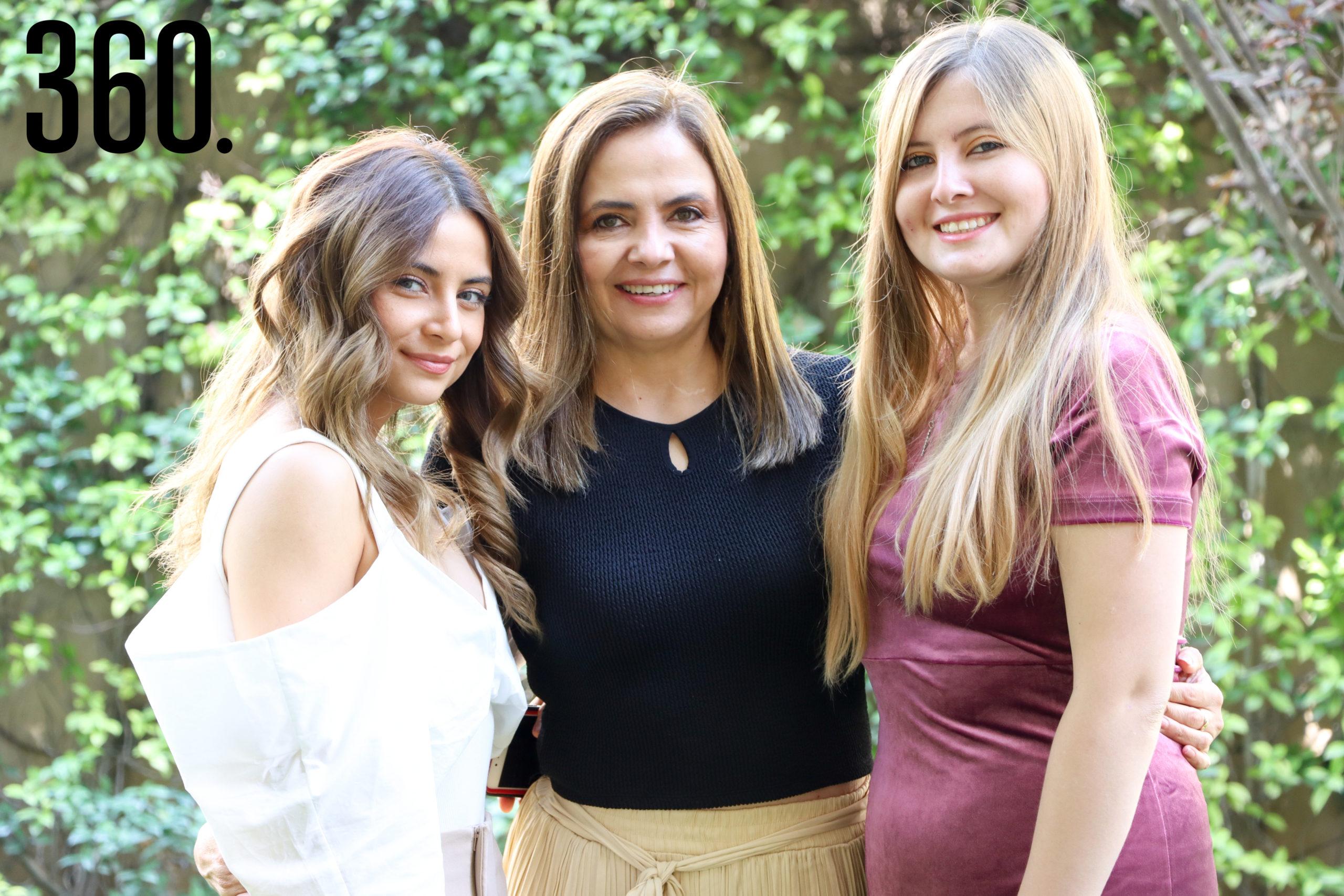 Elizabeth Cabello, Liz Vallarta y Miriam Cabello.