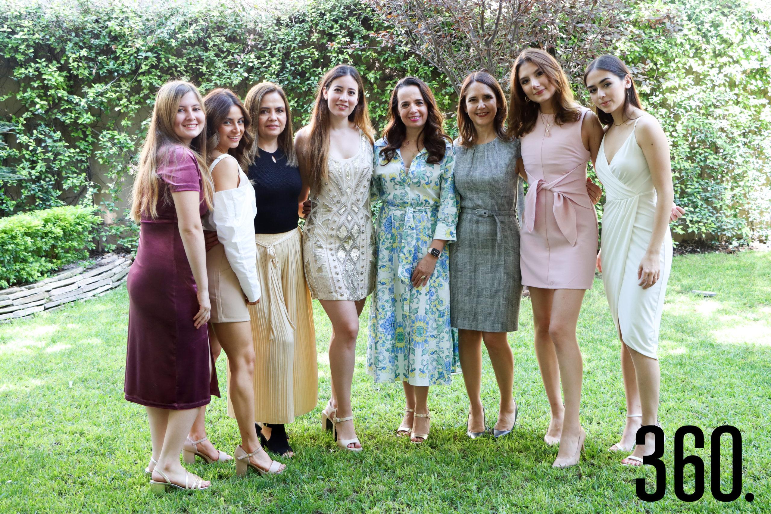 Miriam Cabello, Elizabeth Cabello, Liz Vallarta, Nora Vallarta, Nora Martínez, Betty Cárdenas, Betty y Karla Vallarta.