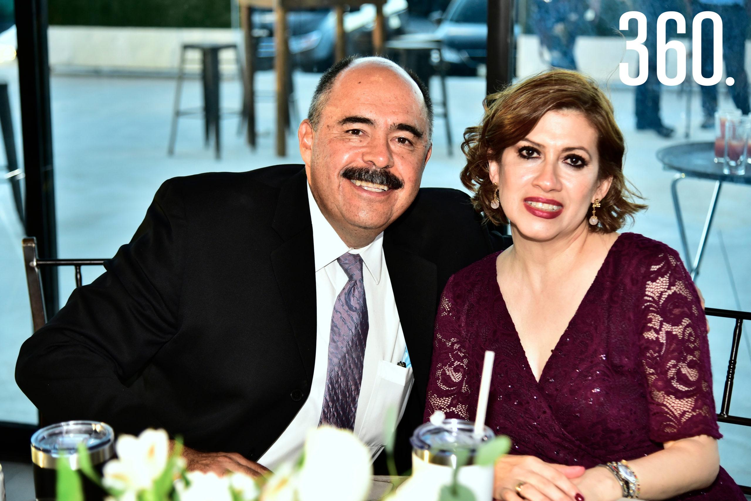 Enrique Oaxaca y Lorena Barrera.