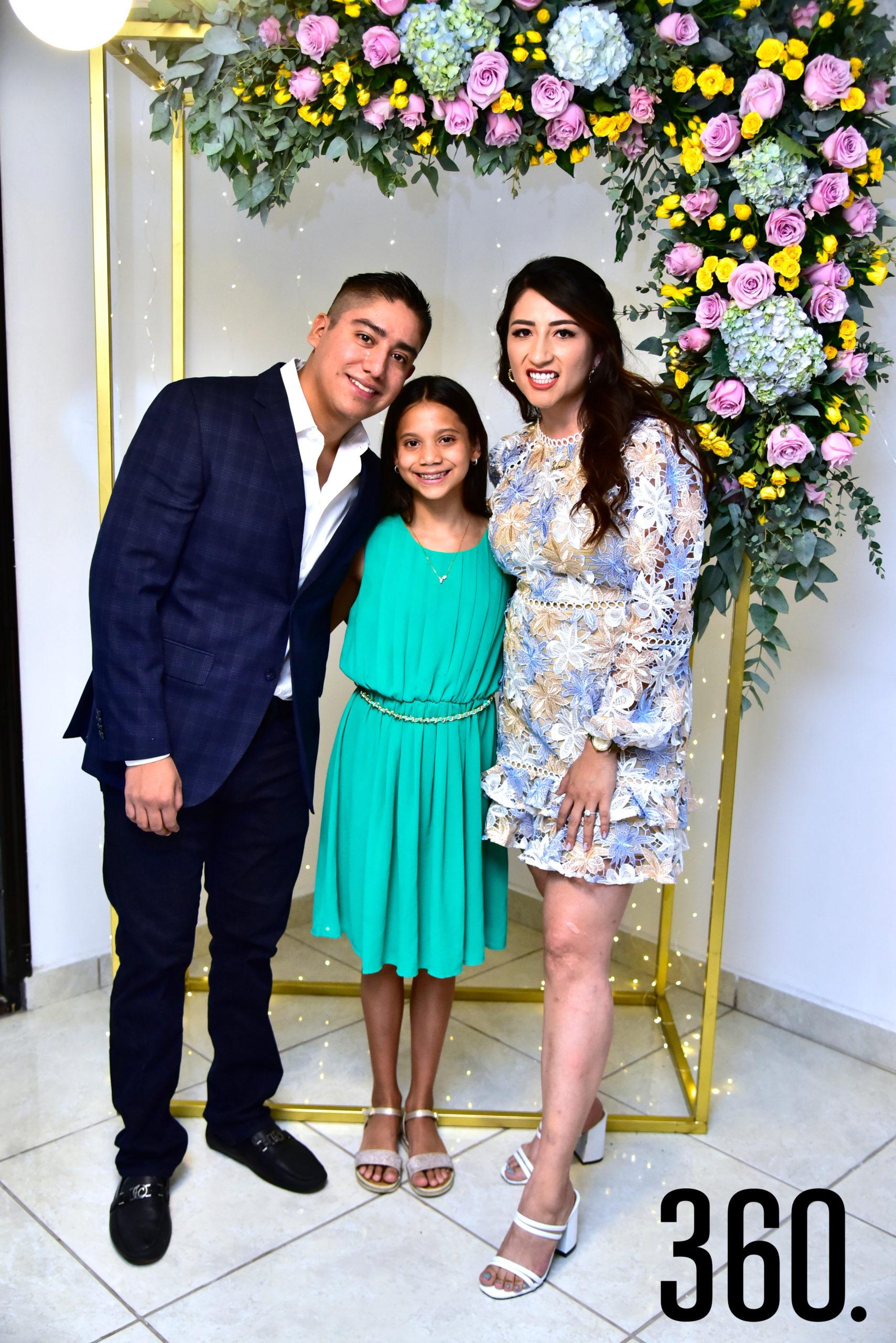 Jonathan Jiménez, Valentina Jiménez y Janeth Espinosa.