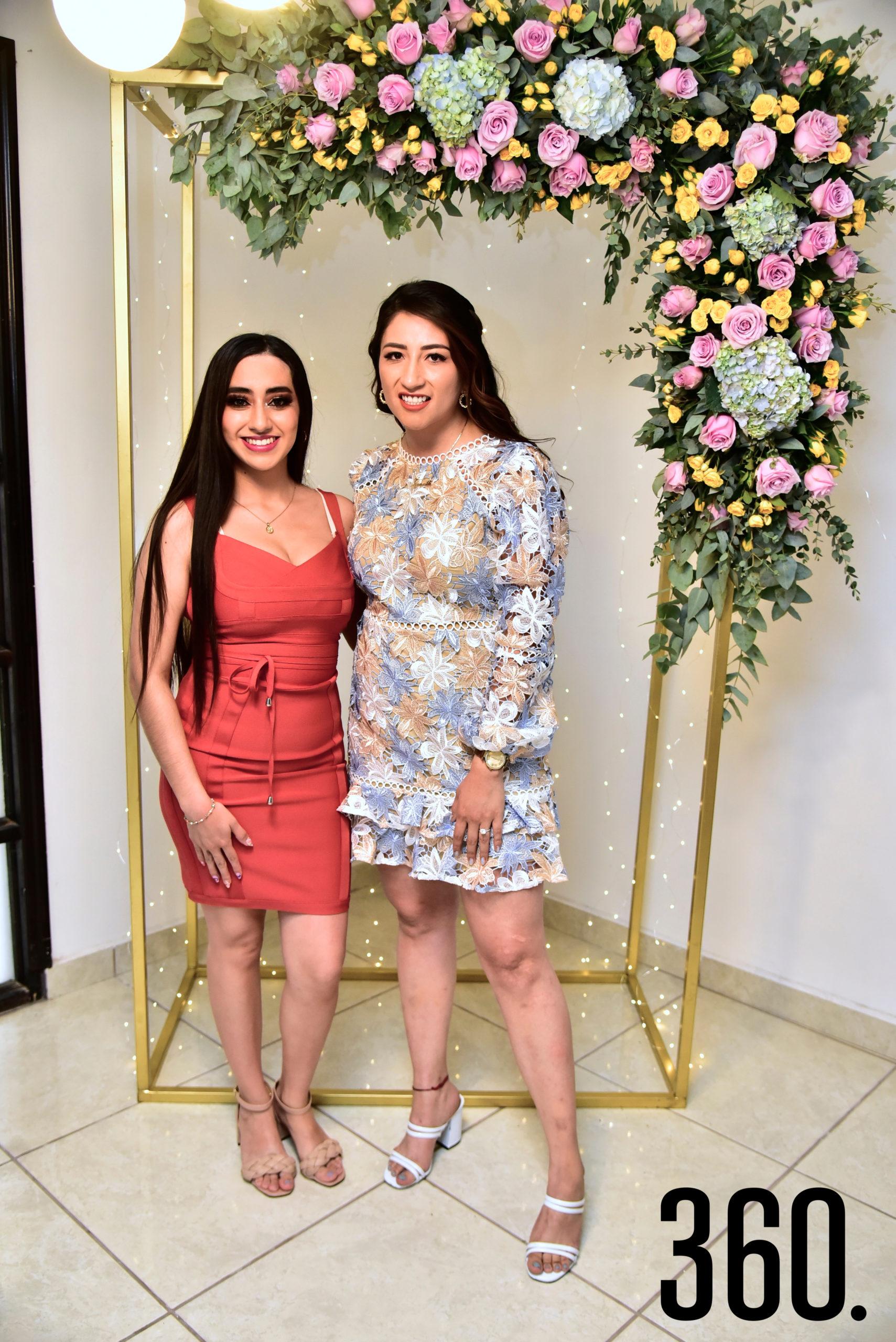 Janeth Espinosa con su hermana Nereida Espinosa.