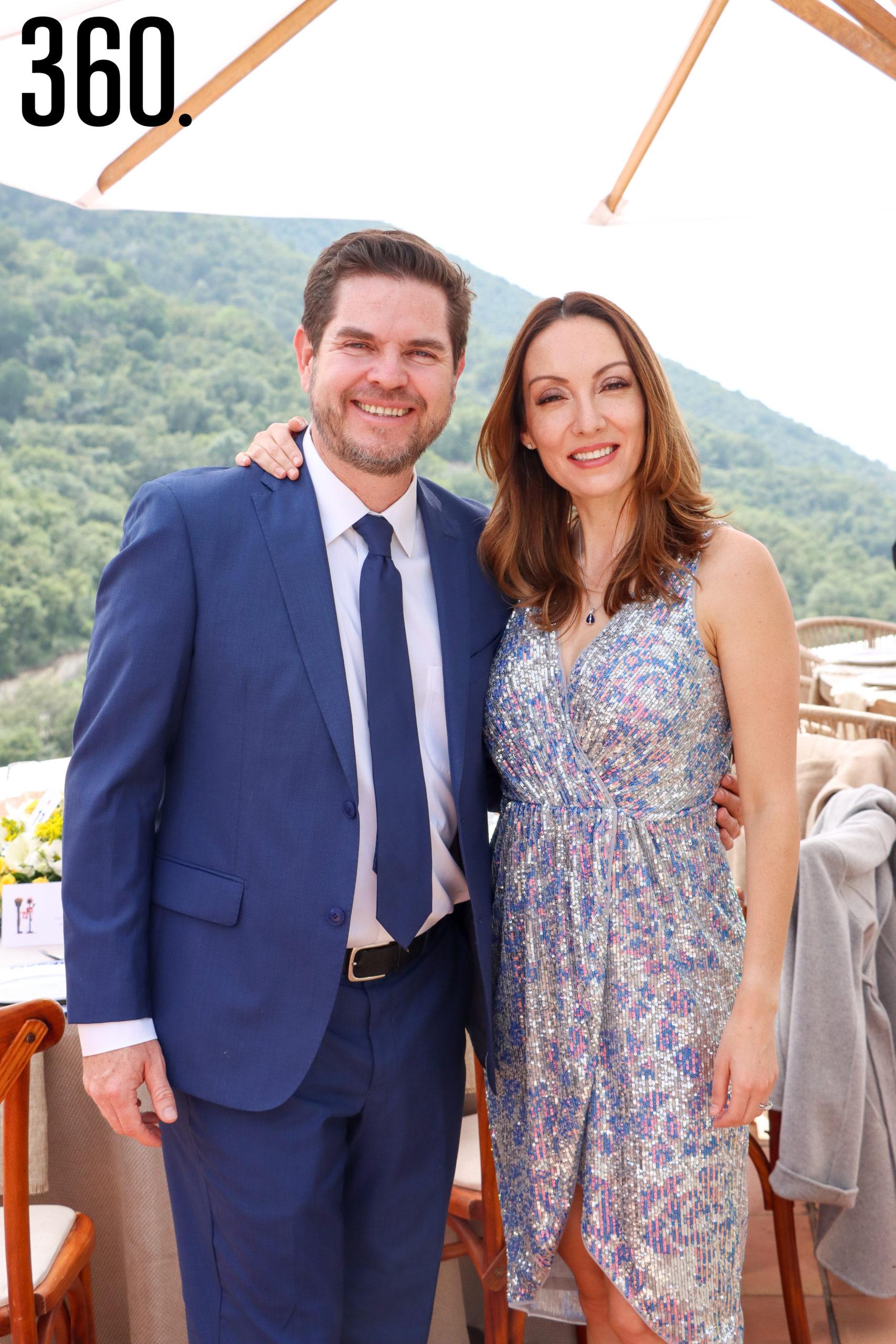 Michael Clegg y Leticia Robles.